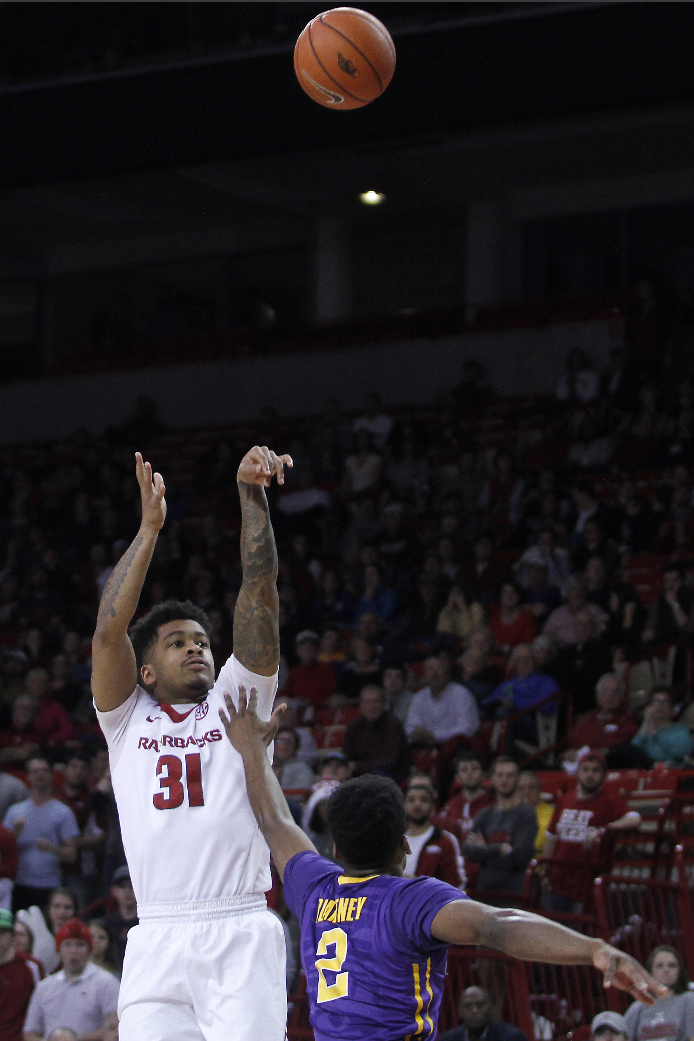 LSU's Antonio Blakeney (2) tries to block a 3-point shot by Arkansas' Anton Beard (31) during the first half of an NCAA college basketball game Tuesday, Feb. 23, 2016, in Fayetteville, Ark. (AP Photo/Samantha Baker)