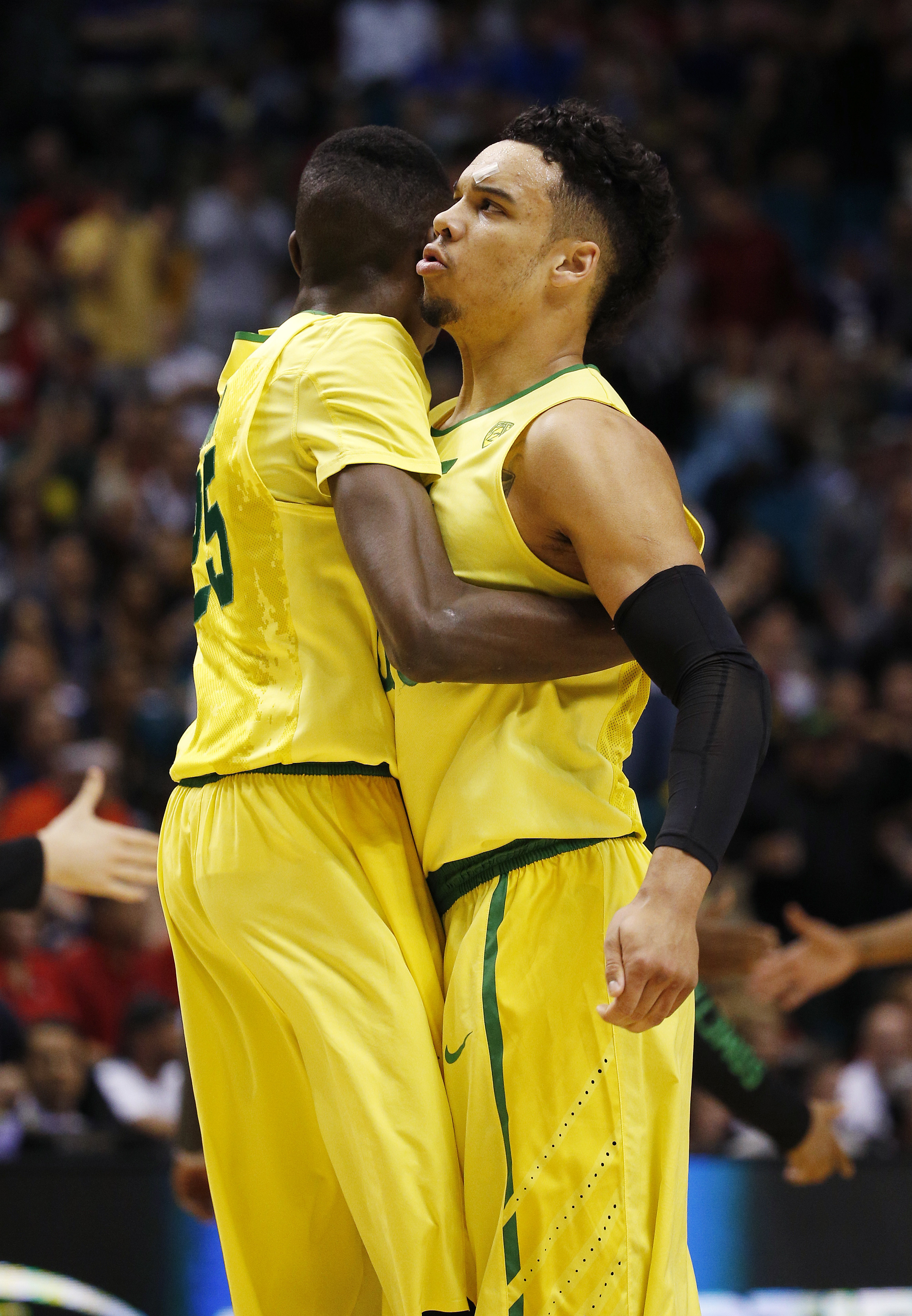Oregon forwards Chris Boucher, left, and Dillon Brooks celebrate after a play against Arizona during the first half of an NCAA college basketball game in the semifinal round of the Pac-12 men's tournament Friday, March 11, 2016, in Las Vegas. (AP Photo/Jo