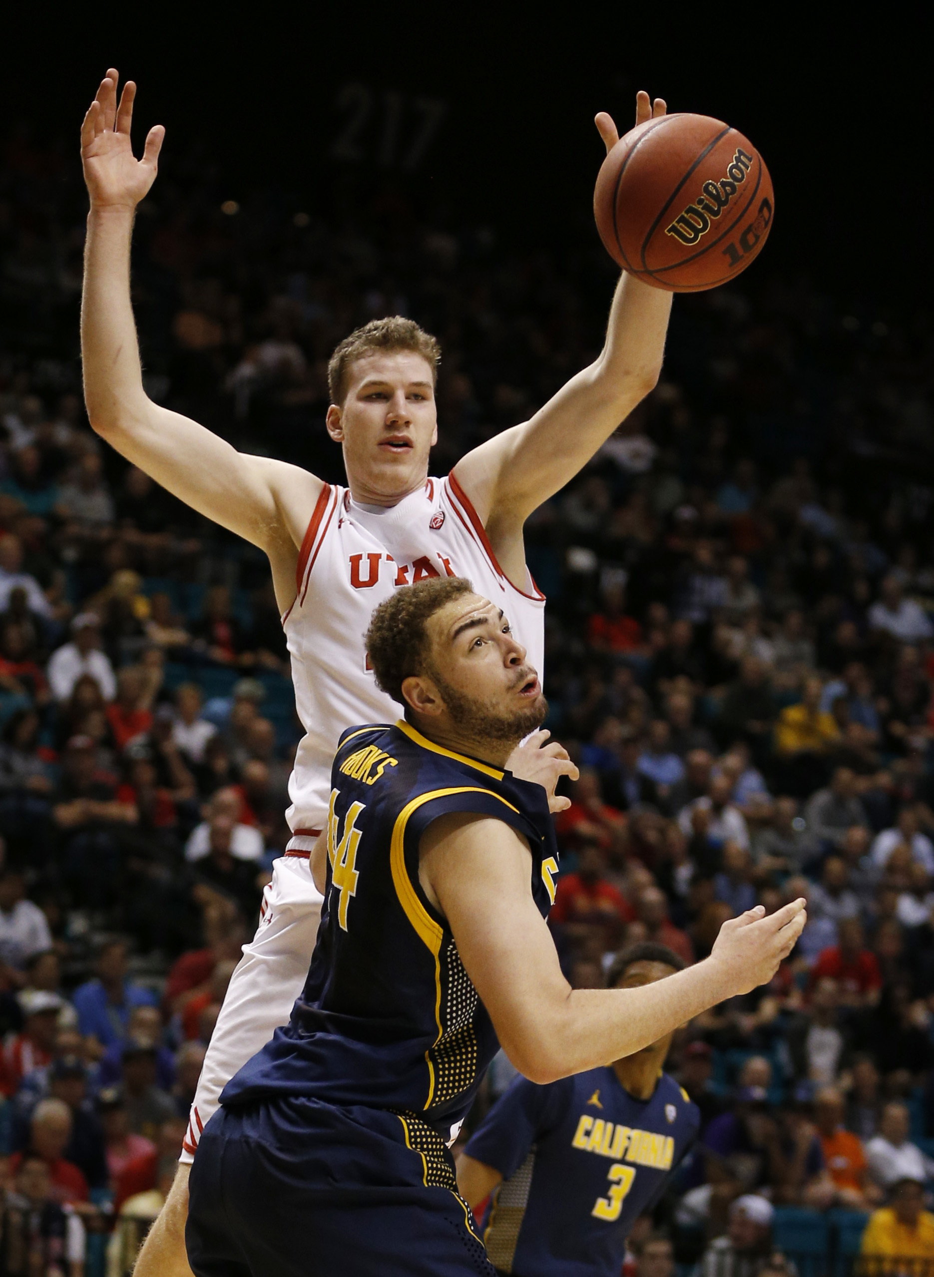 California center Kameron Rooks, bottom, and Utah forward Jakob Poeltl look for the ball during the first half of an NCAA college basketball game in the semifinals of the Pac-12 men's tournament Friday, March 11, 2016, in Las Vegas. (AP Photo/John Locher)