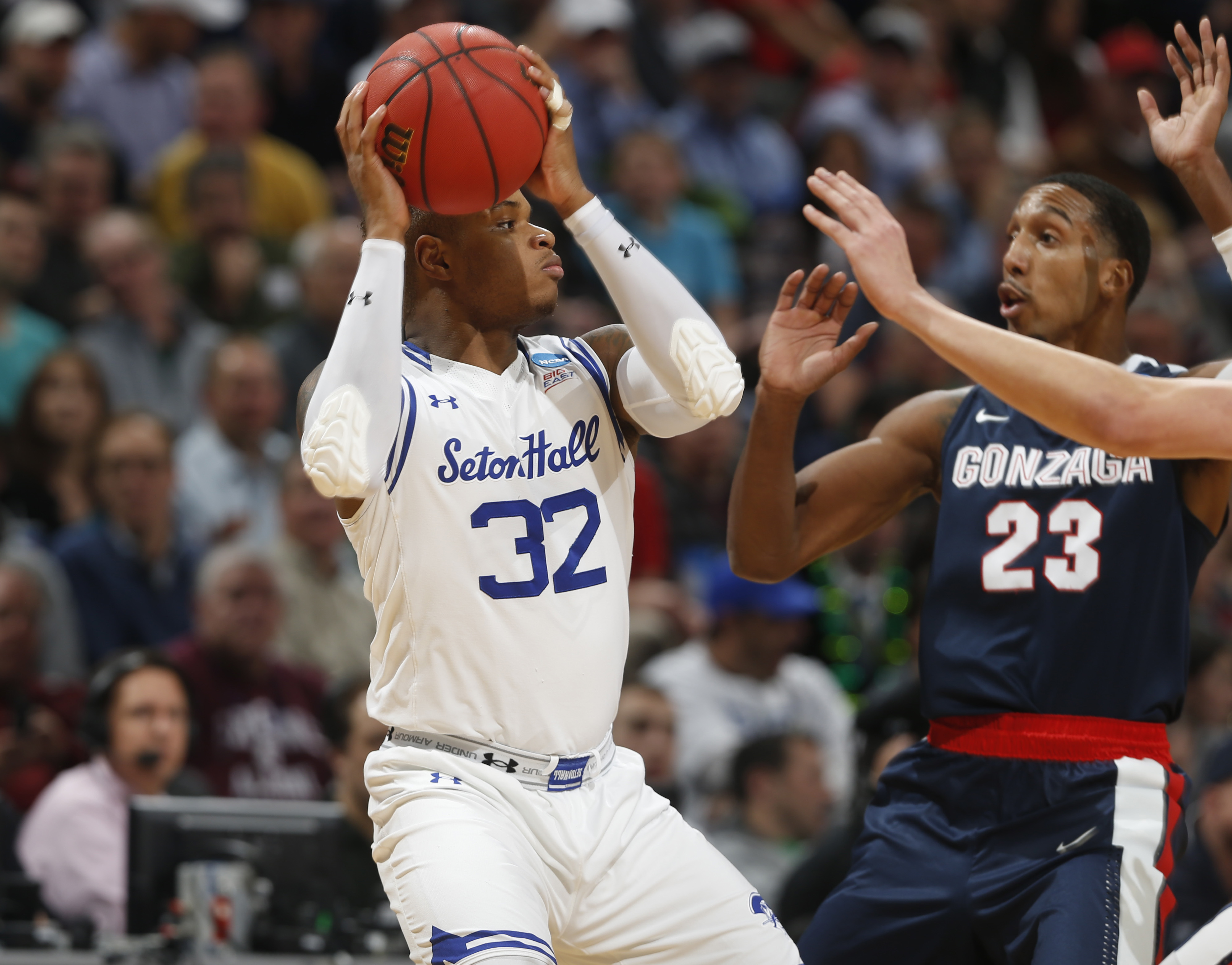 Seton Hall guard Derrick Gordon, left, looks to pass the ball as Gonzaga guard Eric McClellan defends in the first half of a first-round men's college basketball game Thursday, March 17, 2016, in the NCAA Tournament in Denver. (AP Photo/David Zalubowski)