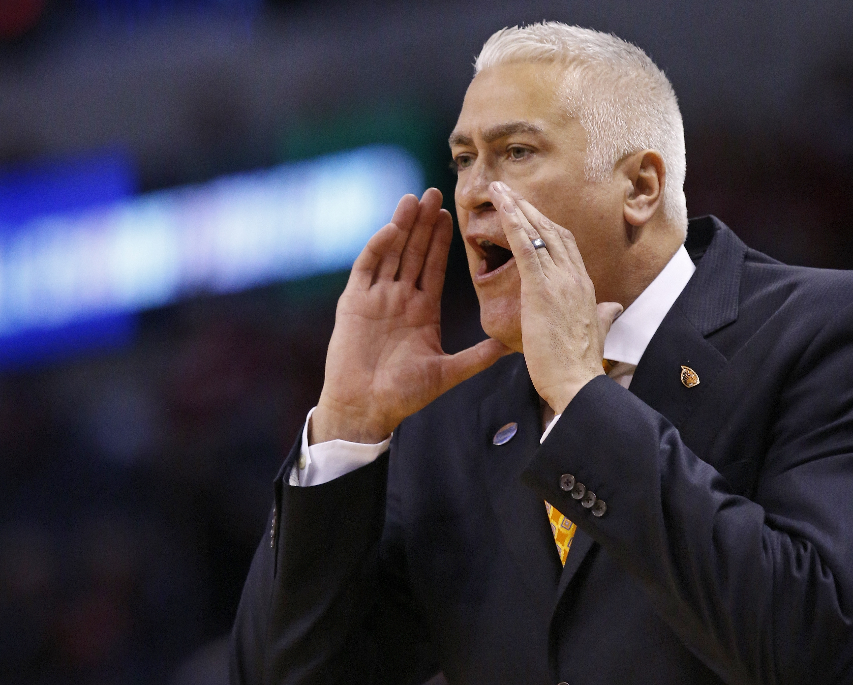 Oregon State head coach Wayne Tinkle shouts to his team in the first half of a first-round men's college basketball game against Virginia Commonwealth in the NCAA Tournament, Friday, March 18, 2016, in Oklahoma City. (AP Photo/Sue Ogrocki)