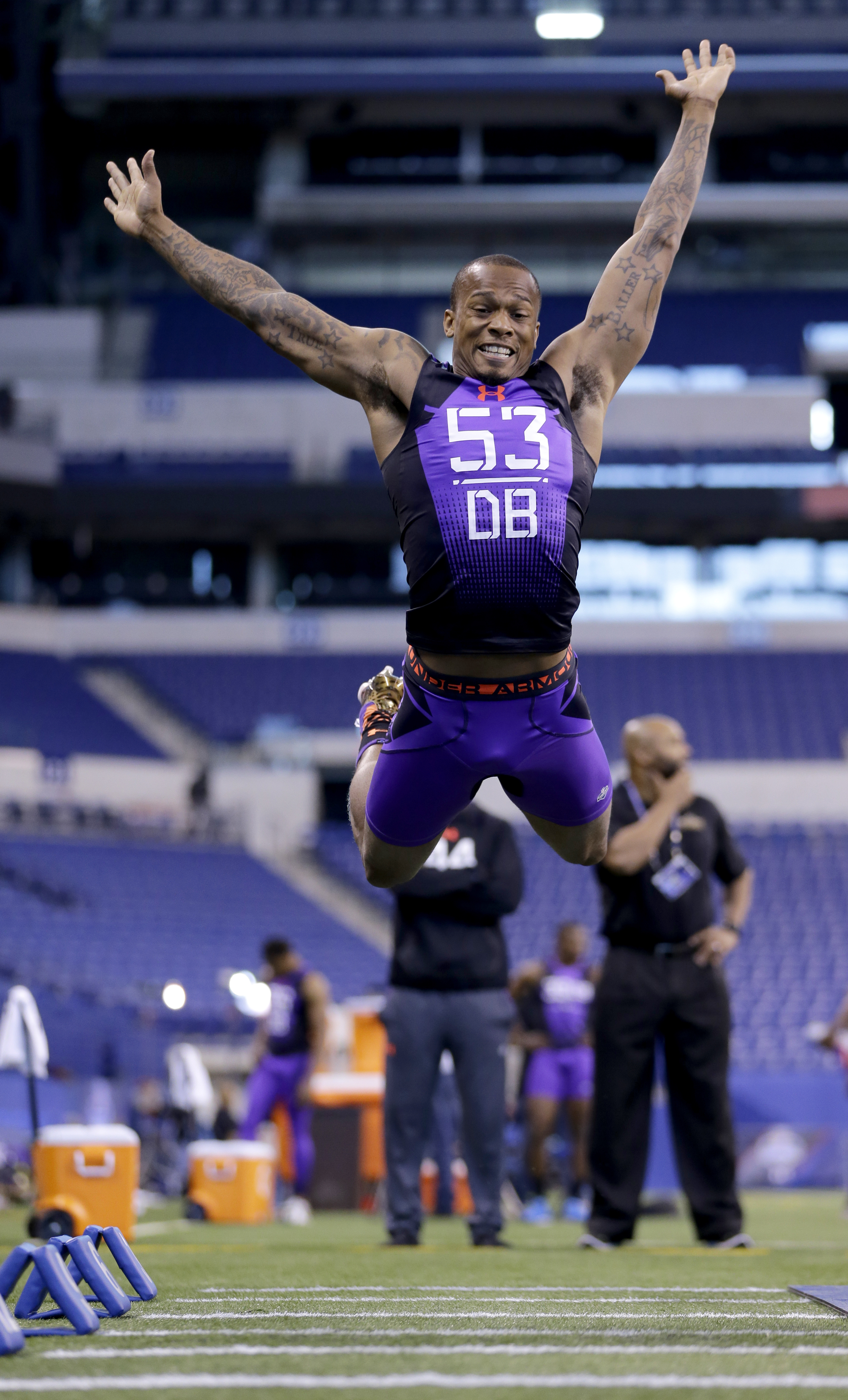 Florida State defensive back P.J. Williams runs a drill at the NFL football scouting combine in Indianapolis, Monday, Feb. 23, 2015. (AP Photo/Julio Cortez)