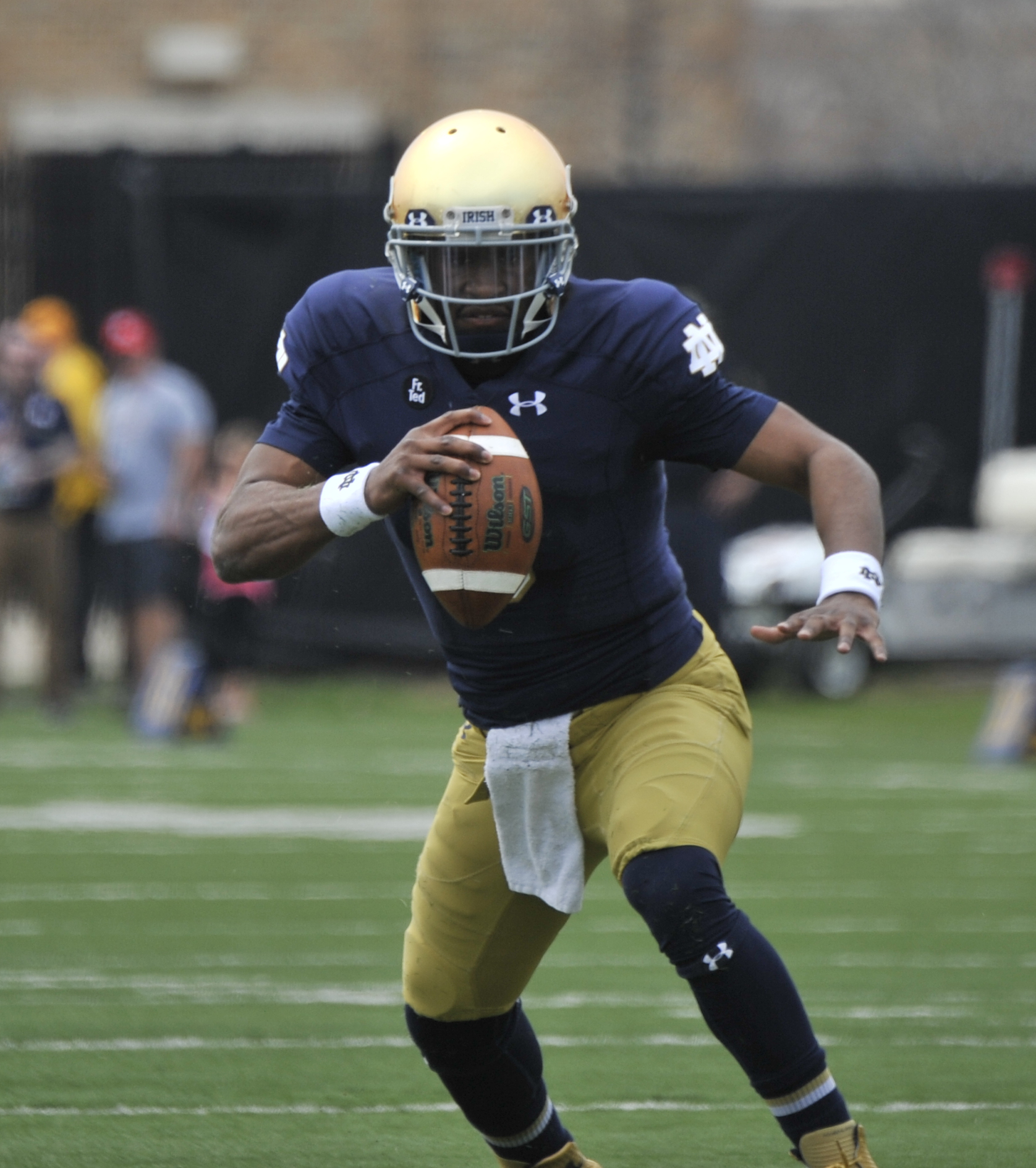 Notre Dame quarterback Everett Golson sprints upfield during the Blue Gold game Saturday April 18, 2015 in South Bend, Ind. (AP Photo/Joe Raymond)