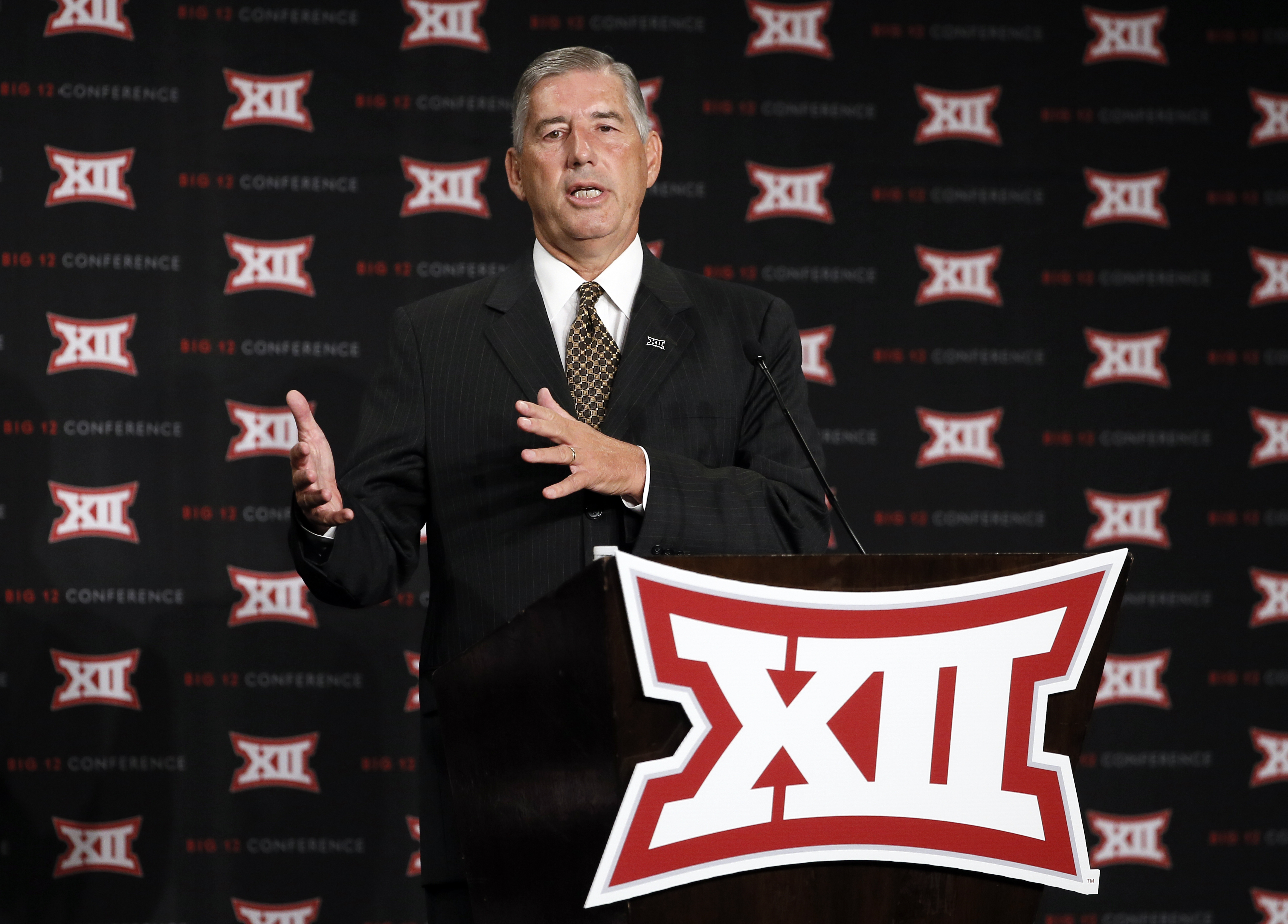 Commissioner Bob Bowlsby addresses attendees to Big 12 Conference Football Media Days Monday, July 20, 2015, in Dallas. (AP Photo/Tony Gutierrez)
