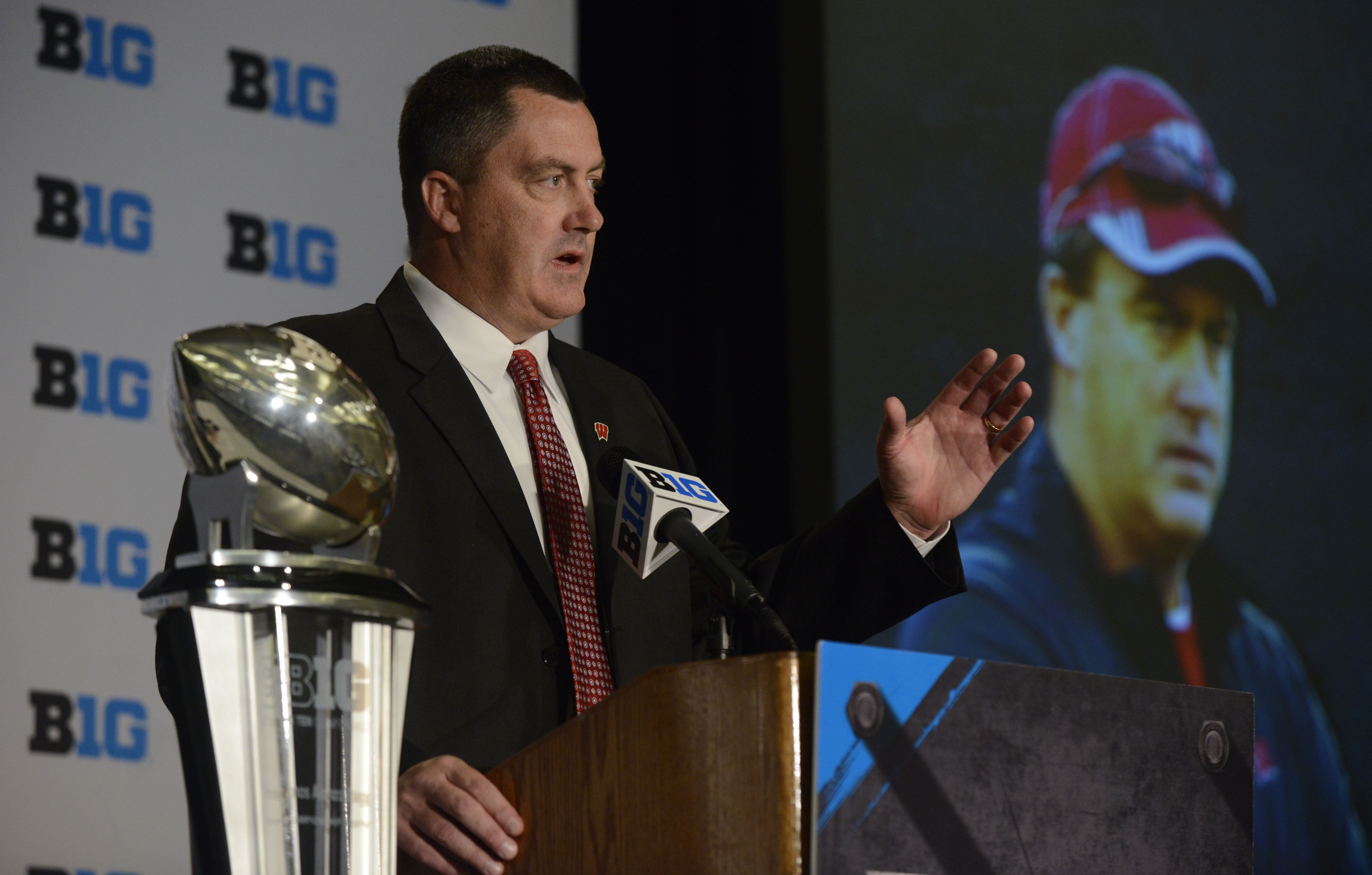 Wisconsin head coach Paul Chryst speaks to the media during the NCAA college Big Ten Football Media Day Thursday, July 30, 2015 in Chicago. (AP Photo/Paul Beaty)