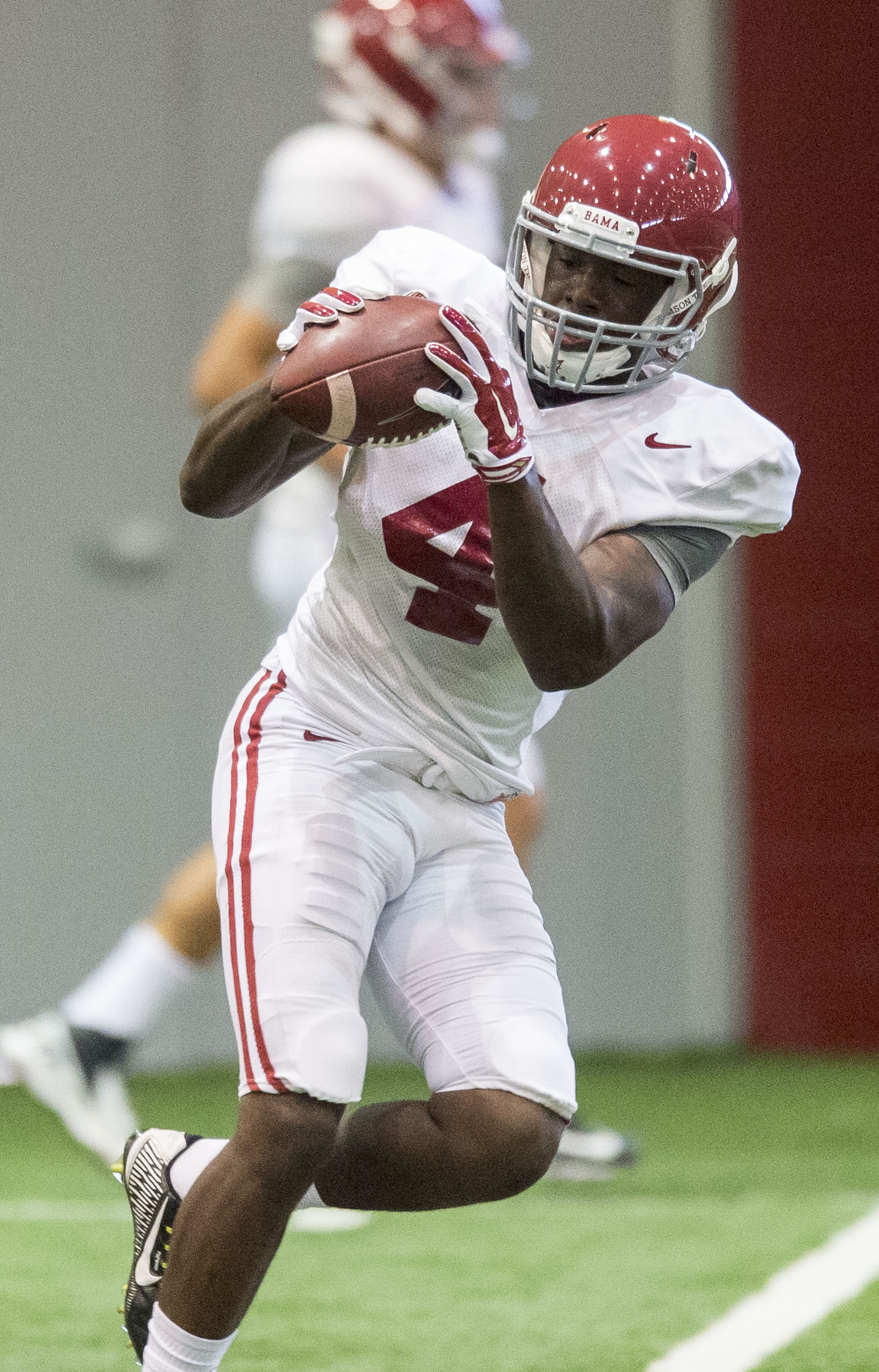 Alabama wide receiver Daylon Charlot catches the ball during NCAA college football practice Tuesday, Aug. 18, 2015, in Tuscaloosa, Ala. (Vasha Hunt/AL.com via AP)