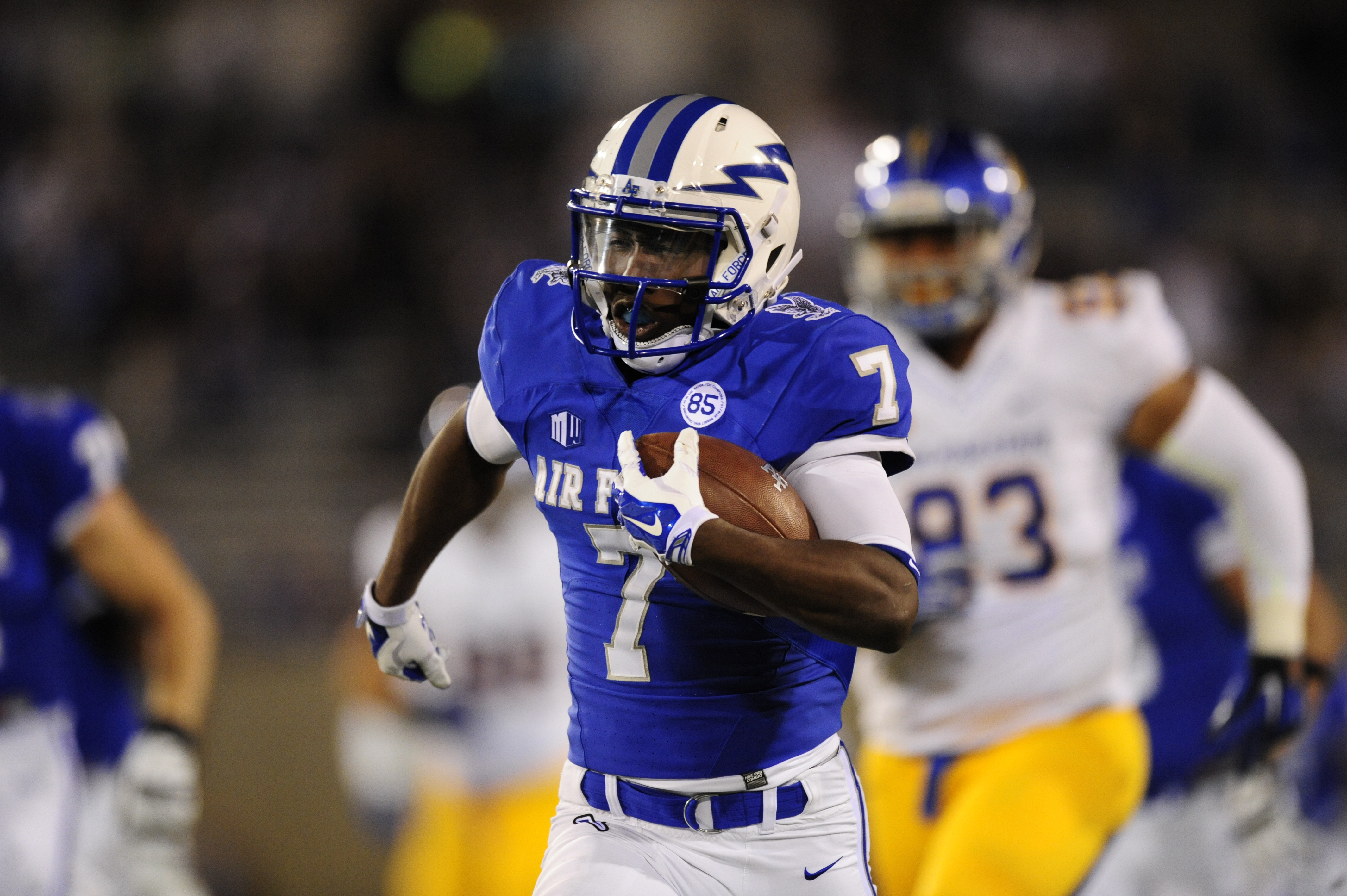 Air Force wide receiver Garrett Brown (7) runs for a touchdown early in the first quarter against San Jose State during an NCAA college football game Saturday, Sept. 12, 2015, at Air Force Academy, Colo. (Daniel Owen/The Gazette via AP)