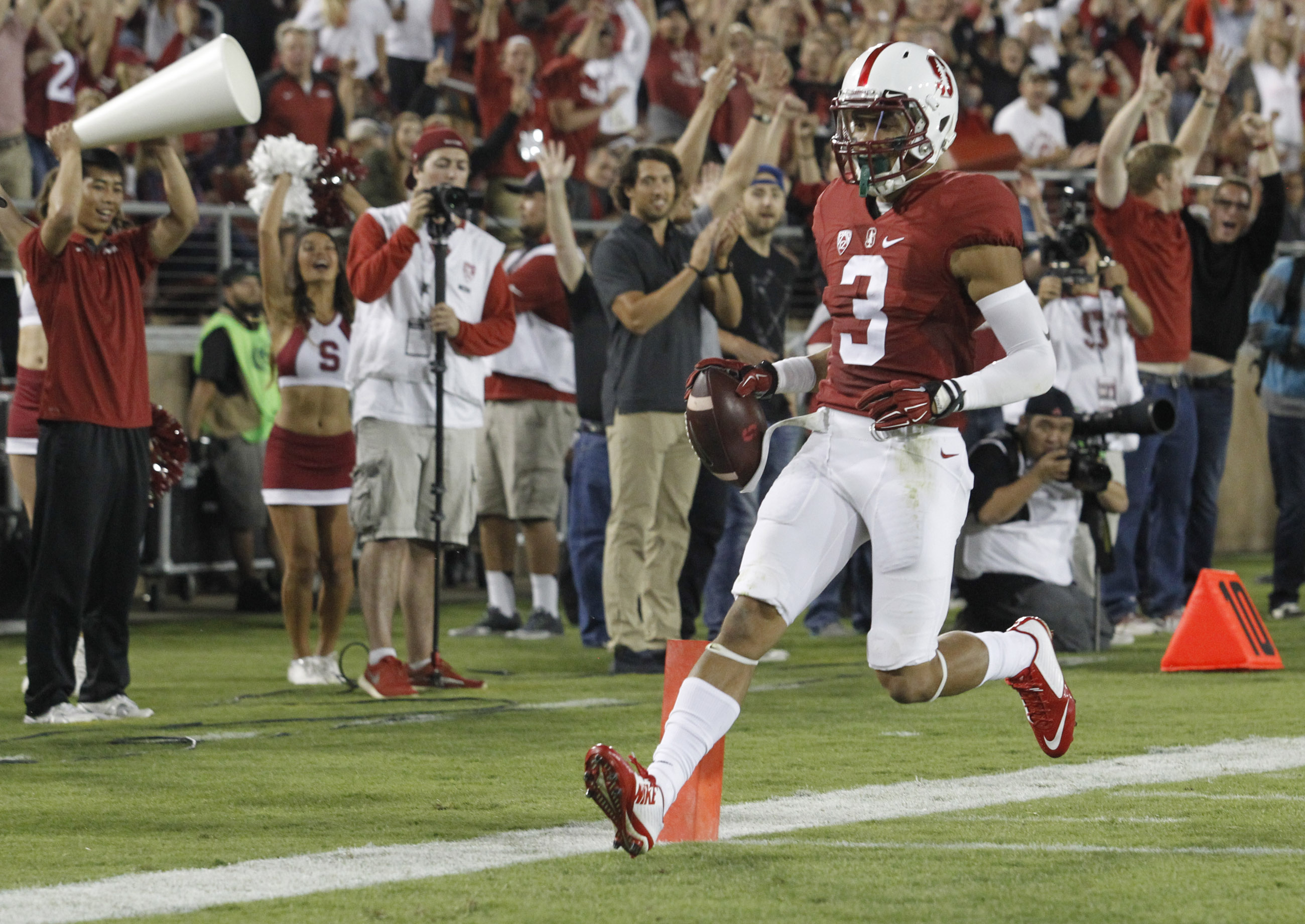 Stanford's Micheal Rector scores a second-quarter touchdown against Central Florida during an NCAA college football game Saturday, Sept. 12, 2015, in Stanford, Calif. (AP Photo/Matthew Sumner)