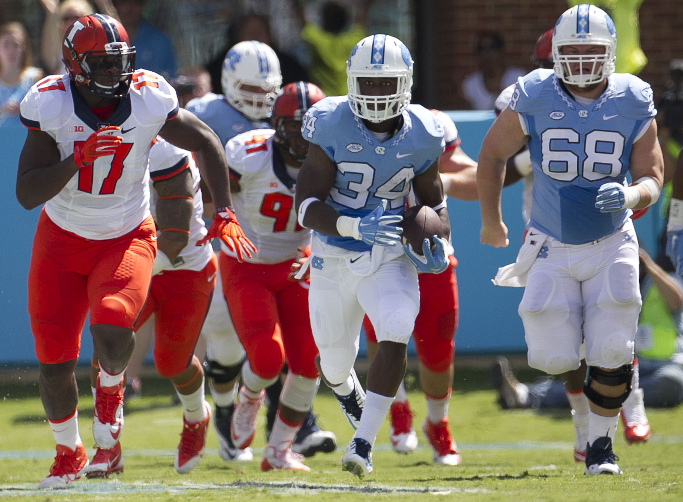 North Carolina tailback Elijah Hood (34) breaks into the open field for a 39 yard gain in the first half of an NCAA football game against Illinois on Saturday, Sept. 19, 2015 at Kenan Stadium in Chapel Hill, N.C. (Robert Willett/The News & Observer via AP