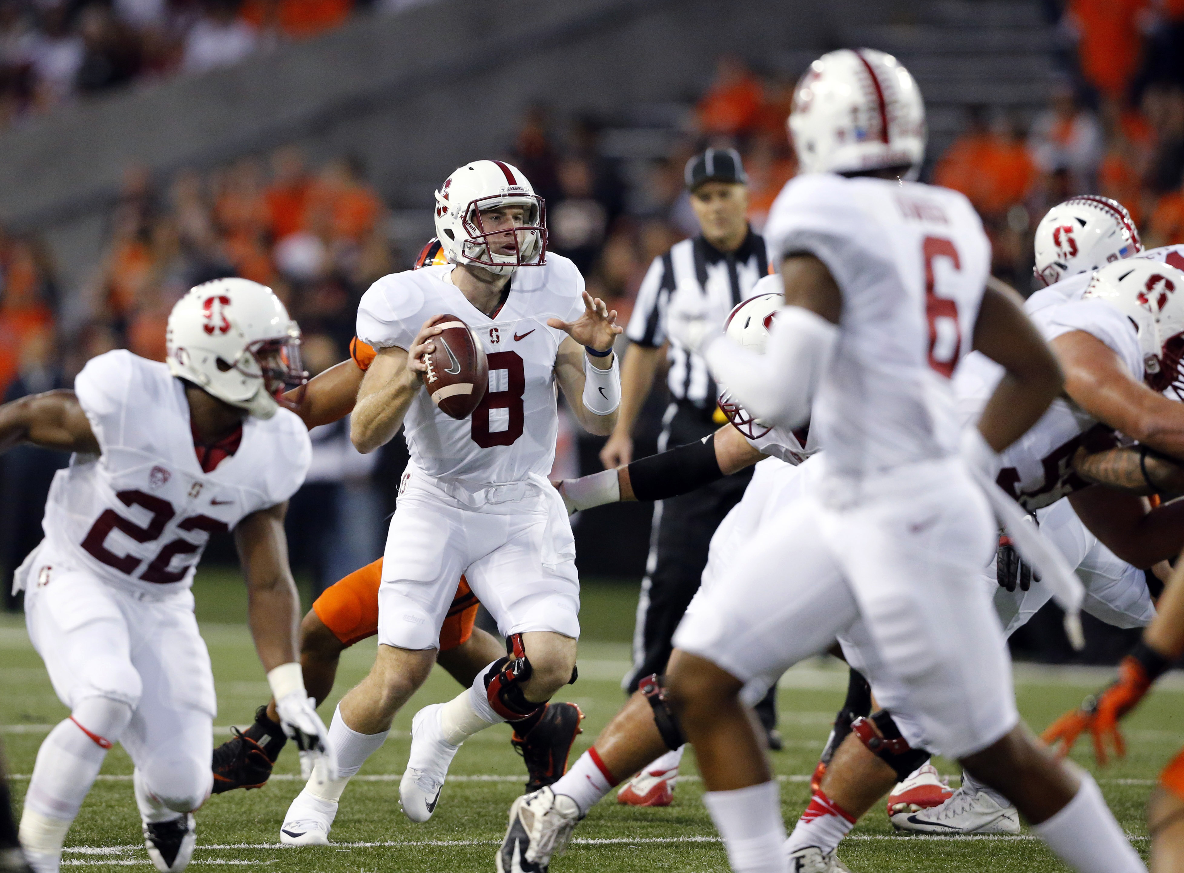 Stanford quarterback Kevin Hogan, center, looks for a receiver during the first half of an NCAA college football game against Oregon State in Corvallis, Ore., Friday, Sept. 25, 2015. (AP Photo/Timothy J. Gonzalez)