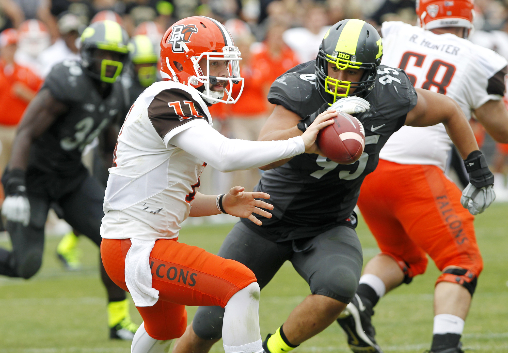 Bowling Green quarterback Matt Johnson (11) takes a shuffle pass ahead of the hit from Purdue's Evan Panfil during an NCAA college football game Saturday, Sept. 26, 2015, in West Lafayette, Ind. (John Terhune /Journal & Courier via AP) MANDATORY CREDIT; N