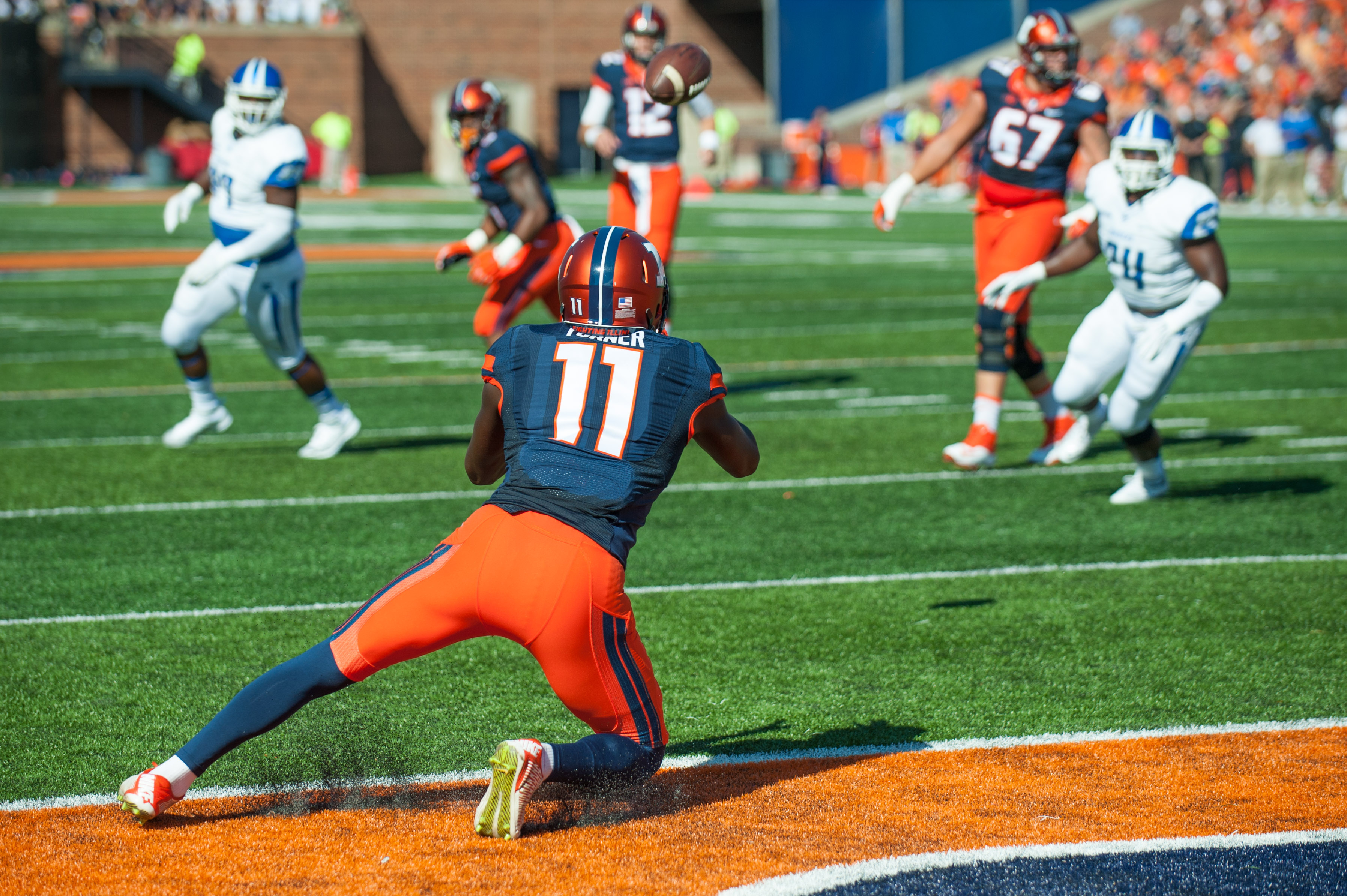 Illinois wide receiver Malik Turner (11) catches a touchdown pass during the first quarter of an NCAA football game against Middle Tennessee Saturday, Sept. 26, 2015 at Memorial Stadium in Champaign, Ill.  (AP Photo/Bradley Leeb)