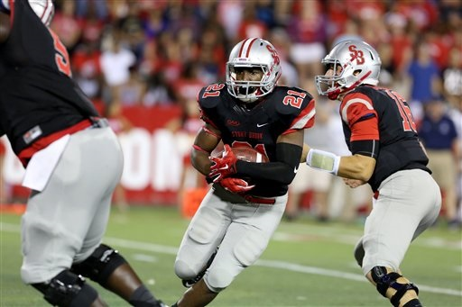 Stony Brook Seawolves Stacey Bedell #21 in action against the New Hampshire Wildcats during a college football game on Saturday, September 19, 2015 in Stony Brook, NY.  (AP Photo/Gregory Payan)