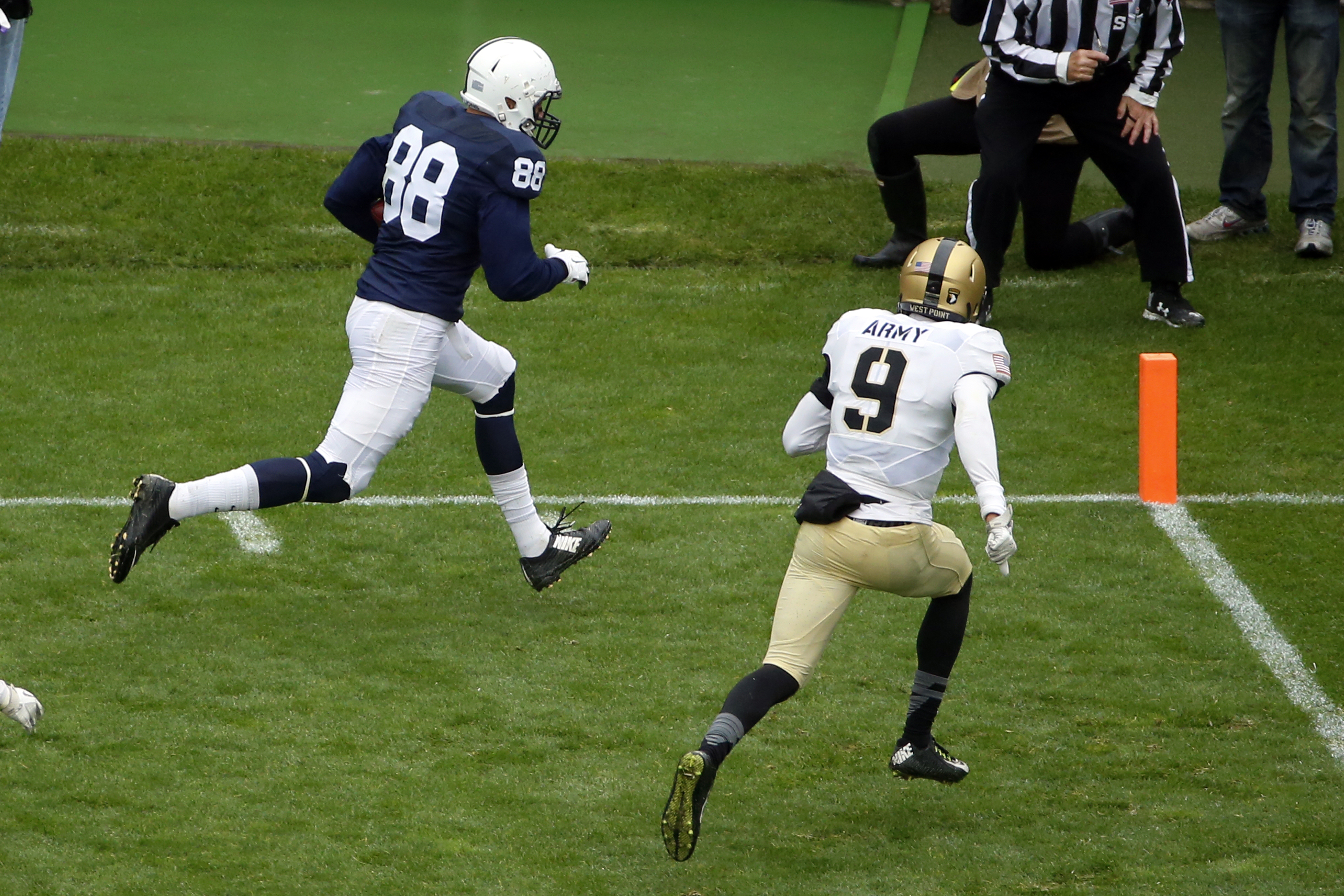 Penn State tight end Mike Gesicki (88) beats Army defensive back Xavier Moss (9) to the end zone for a touchdown after taking a pass from quarterback Christian Hackenberg during the second half of an NCAA college football game in State College, Pa., Satur