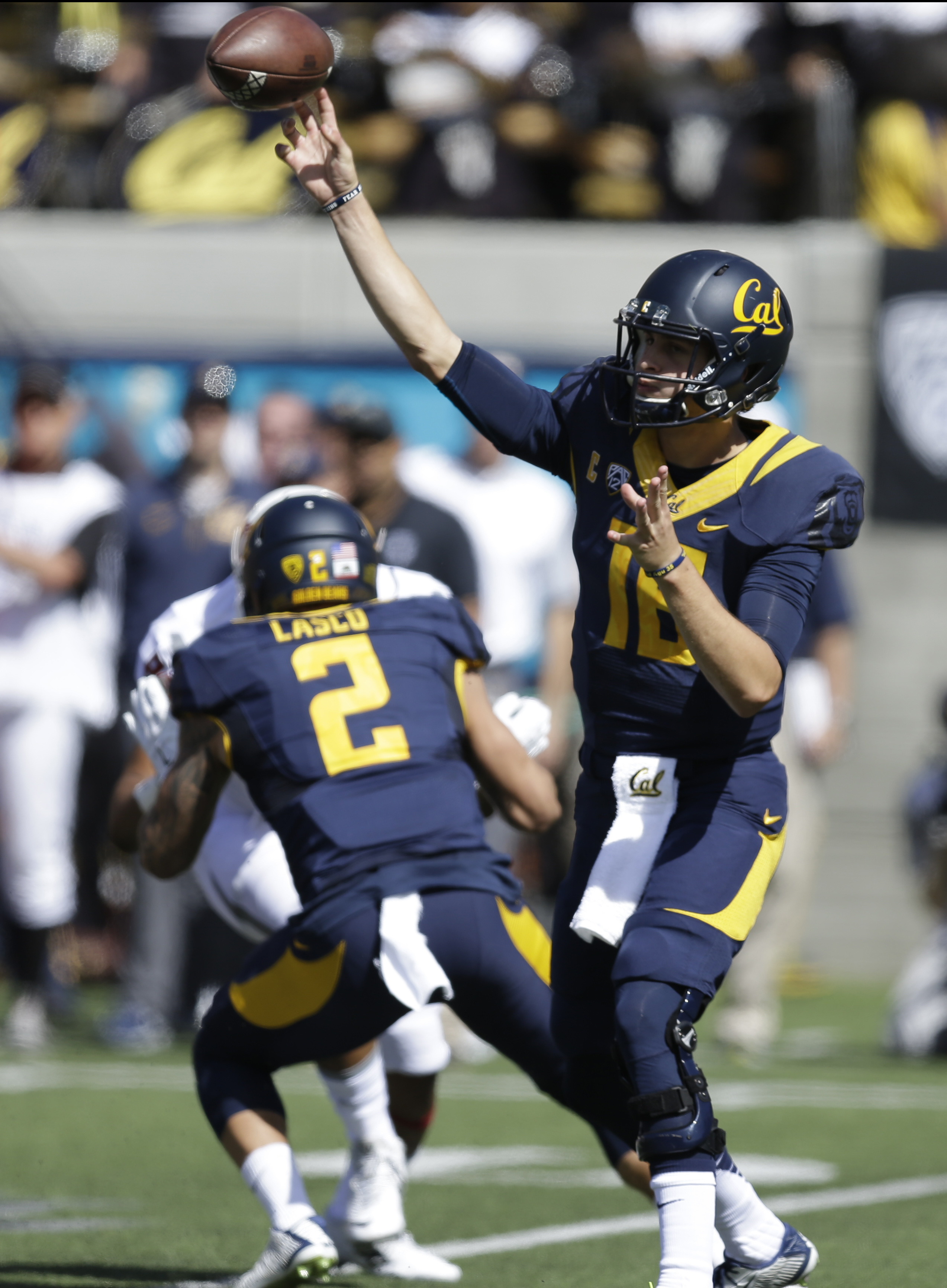 California quarterback Jared Goff passes against Washington State during the first half of an NCAA college football game Saturday, Oct. 3, 2015, in Berkeley, Calif. (AP Photo/Ben Margot)