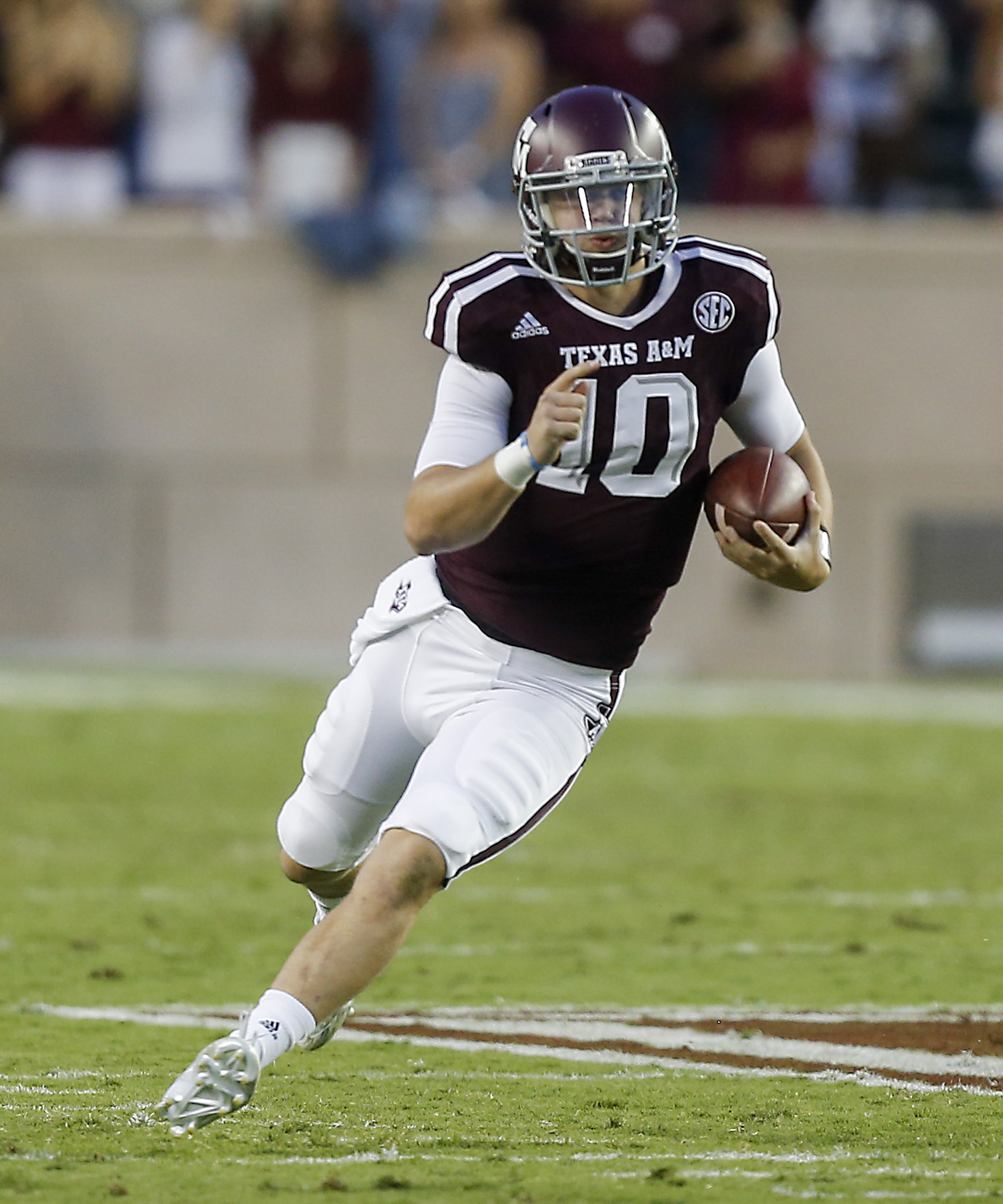 Texas A&M quarterback Kyle Allen (10) scrambles out of the pocket against Mississippi State during the first half of an NCAA college football game, Saturday, Oct. 3, 2015, in College Station, Texas. (AP Photo/Bob Levey)