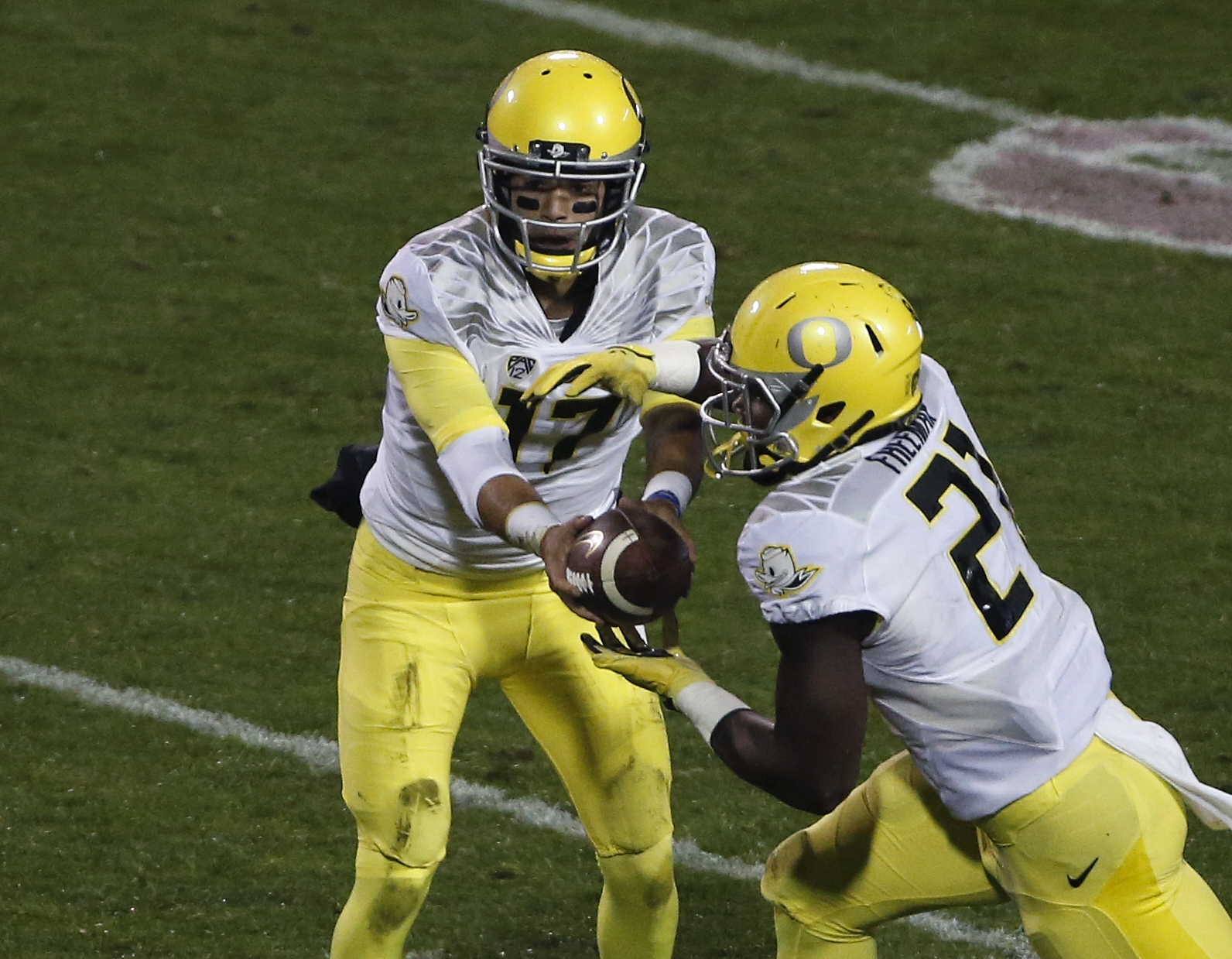 Oregon quarterback Jeff Lockie (17) hands off to running back Royce Freeman (21) during an NCAA college football game against Colorado, in Boulder, Colo., Saturday, Oct. 3, 2015. (AP Photo/Brennan Linsley)