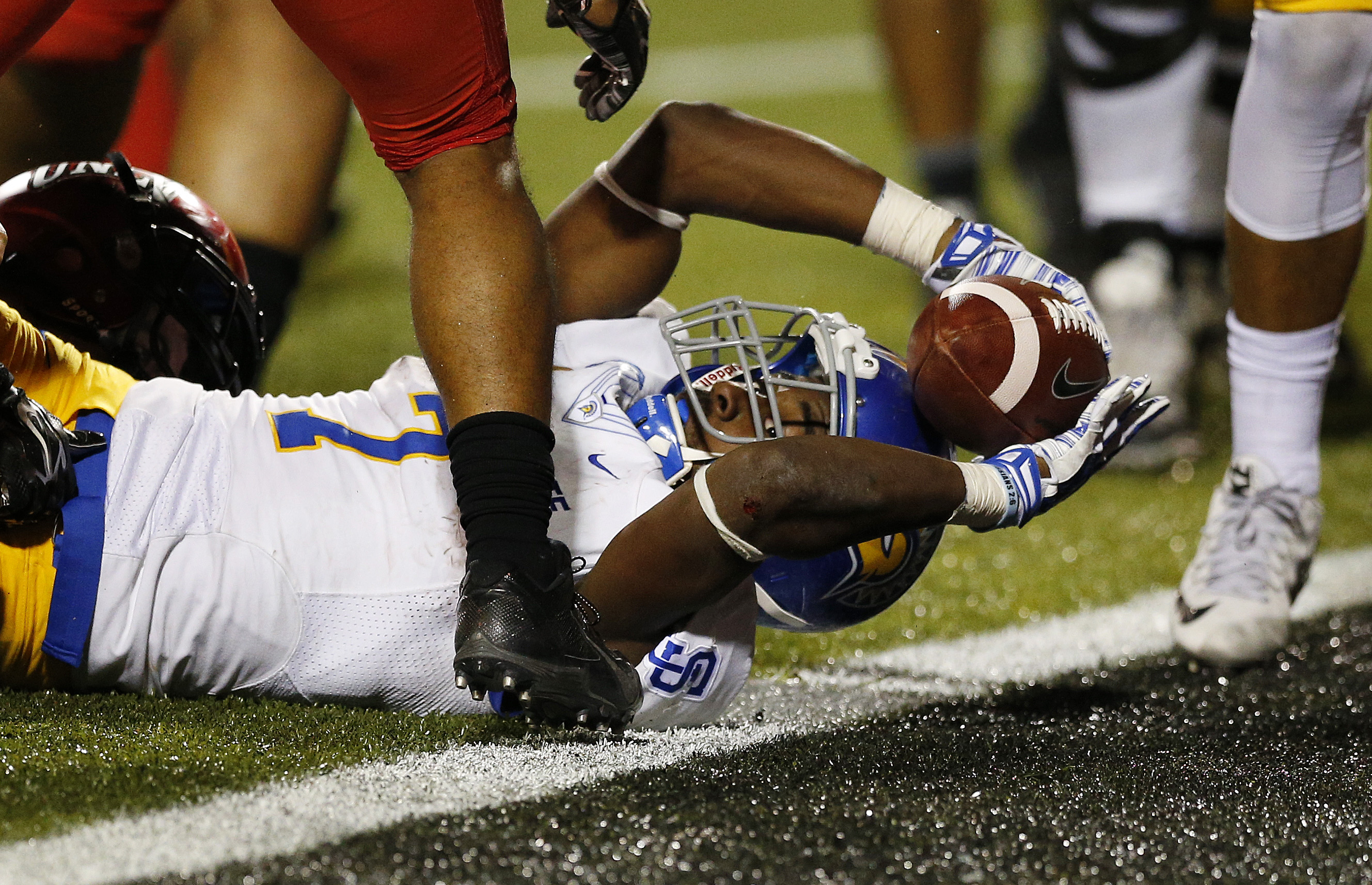San Jose State running back Tyler Ervin (7) stretches into the end zone to score a game-winning touchdown in overtime against UNLV during an NCAA college football game Saturday, Oct. 10, 2015, in Las Vegas. San Jose State won 33-27. (AP Photo/John Locher)