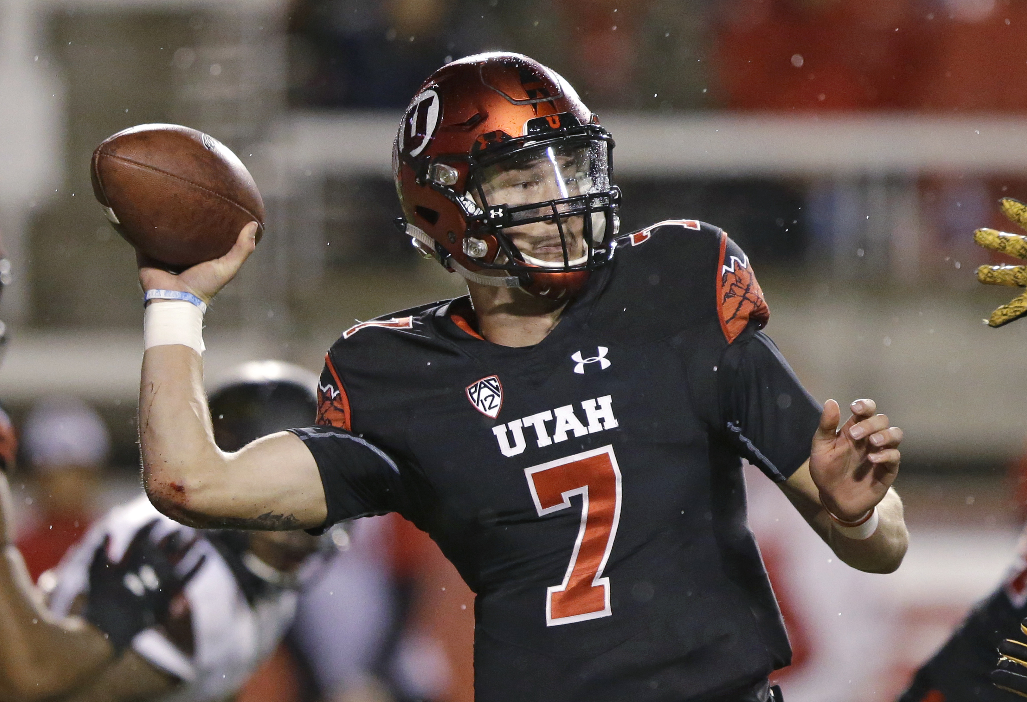 Utah quarterback Travis Wilson (7) passes the ball in the first half during an NCAA college football game against Arizona State Saturday, Oct. 17, 2015, in Salt Lake City. (AP Photo/Rick Bowmer)