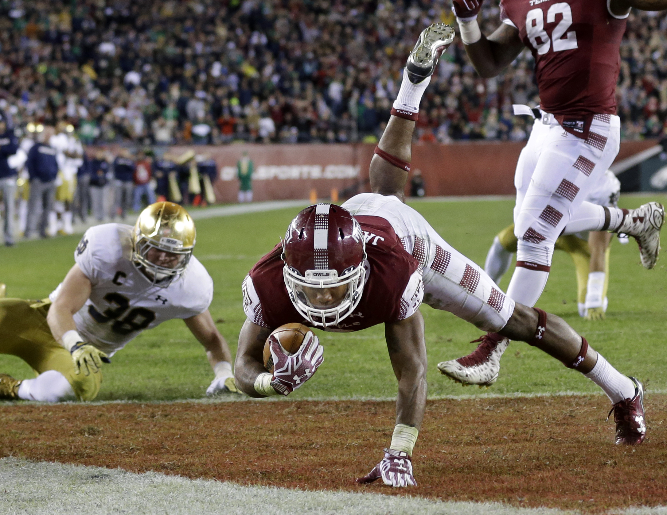 Temple running back Jahad Thomas (5) dives for a touchdown during the second half of an NCAA college football game against Notre Dame Saturday, Oct. 31, 2015, in Philadelphia. Notre Dame won 24-20. (AP Photo/Mel Evans)