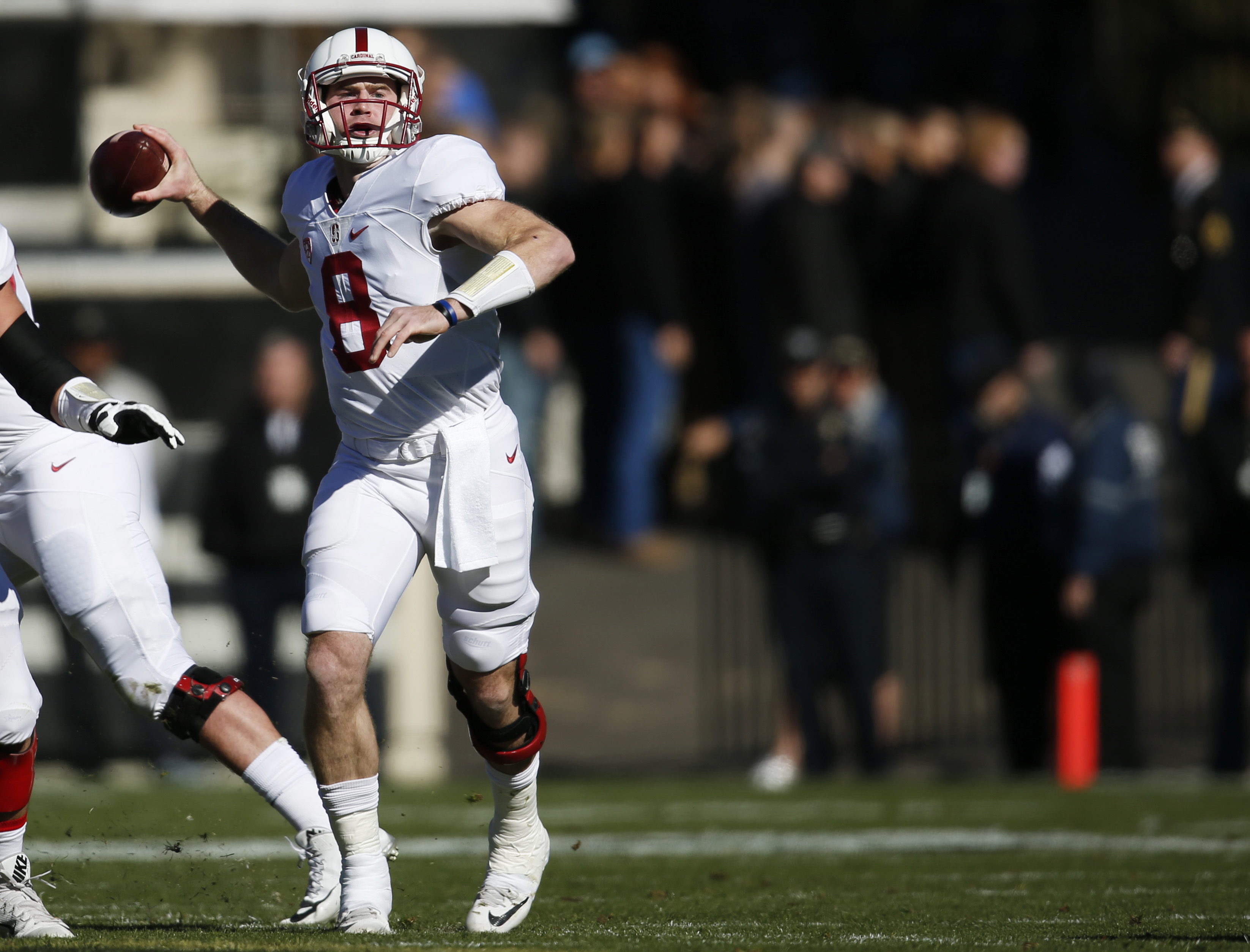 Stanford quarterback Kevin Hogan throws a pass against Colorado in the first half of an NCAA football game Saturday, Nov. 7, 2015, in Boulder, Colo. (AP Photo/David Zalubowski)