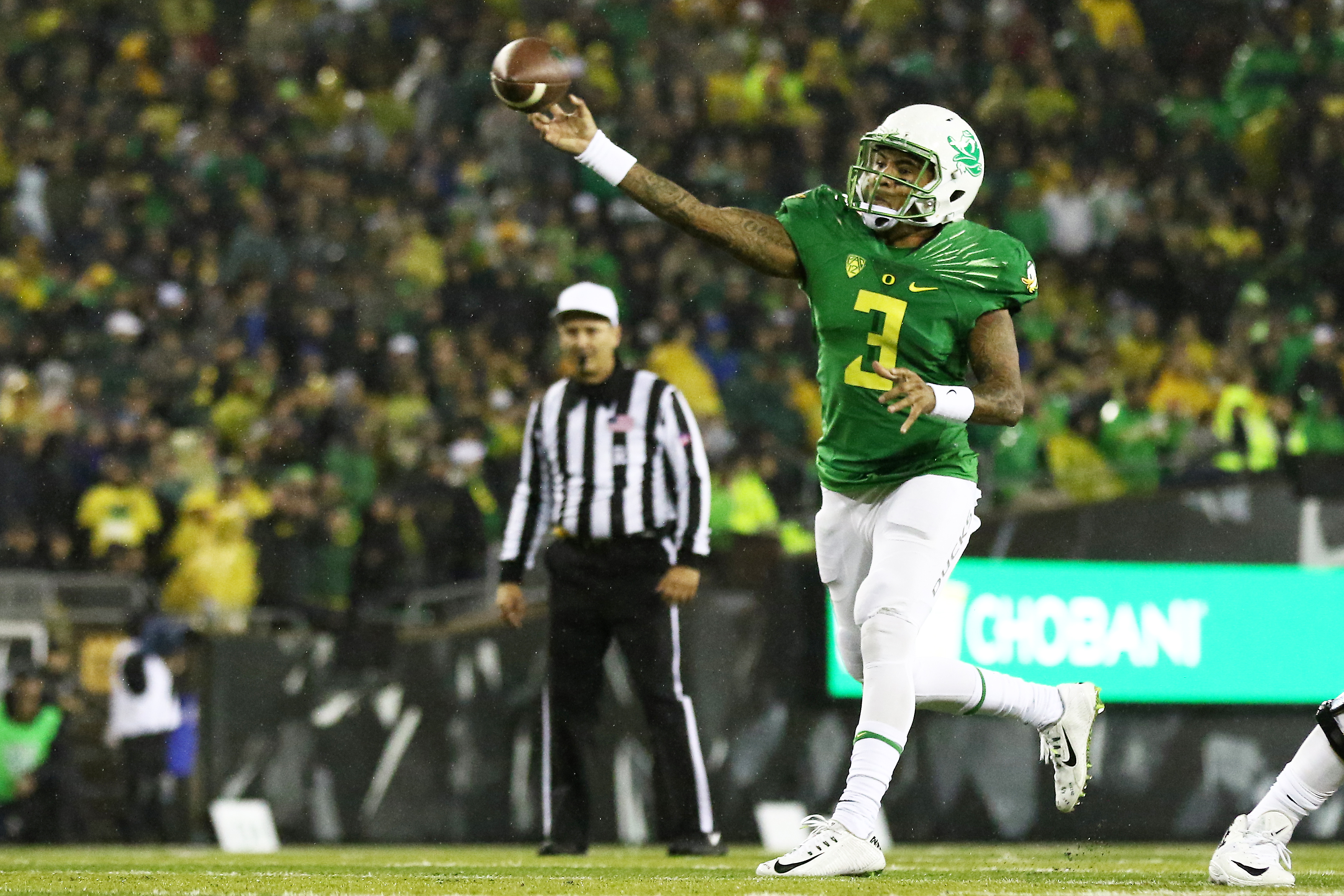 Oregon quarterback Vernon Adams Jr. (3) throws the football during the first half of an NCAA college football game against California, Saturday, Nov. 7, 2015, in Eugene, Ore. (AP Photo/Ryan Kang)