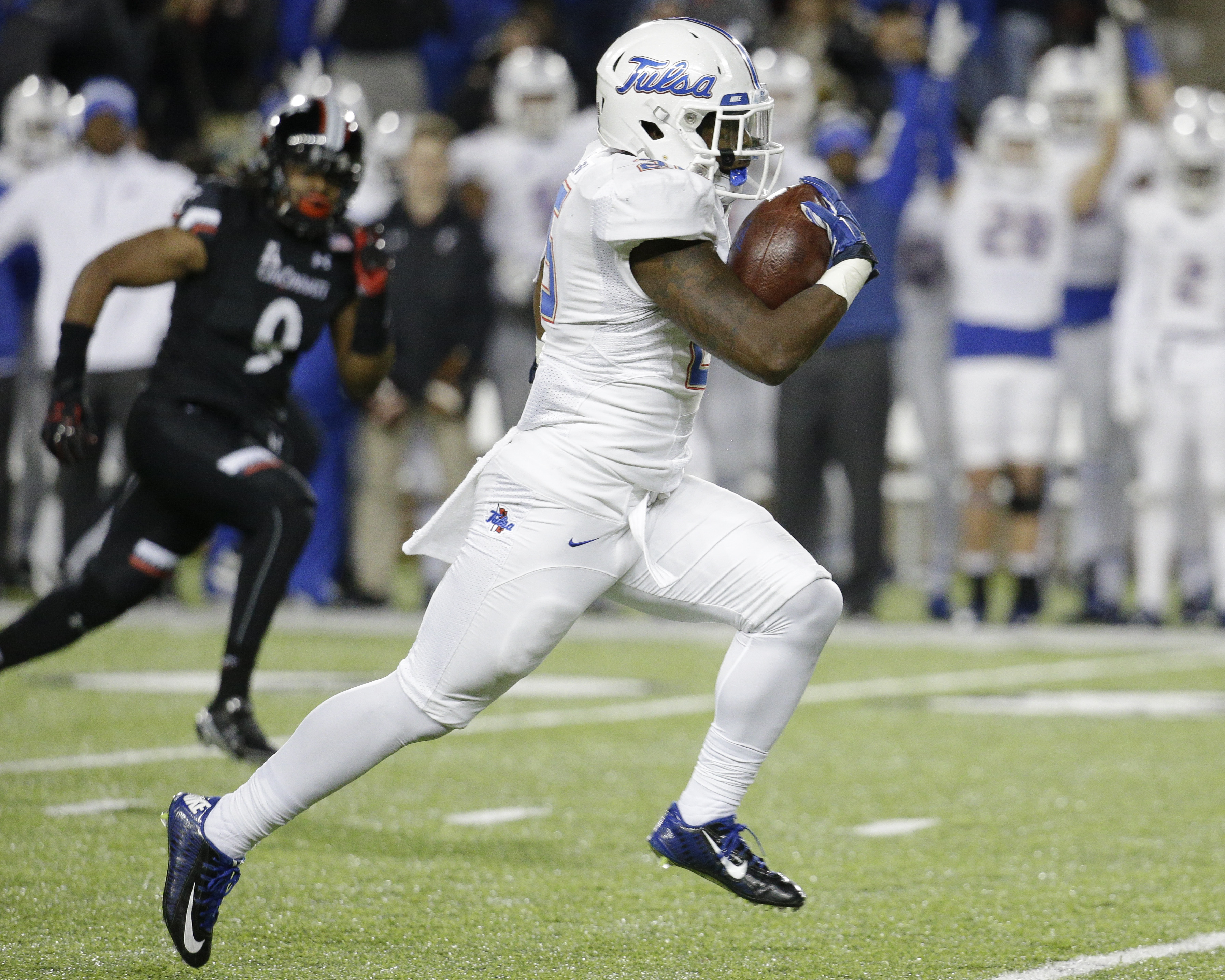 Tulsa running back Ramadi Warren runs for a touchdown in the second half of an NCAA college football game against Cincinnati, Saturday, Nov. 14, 2015, in Cincinnati. Cincinnati won 49-38. (AP Photo/John Minchillo)
