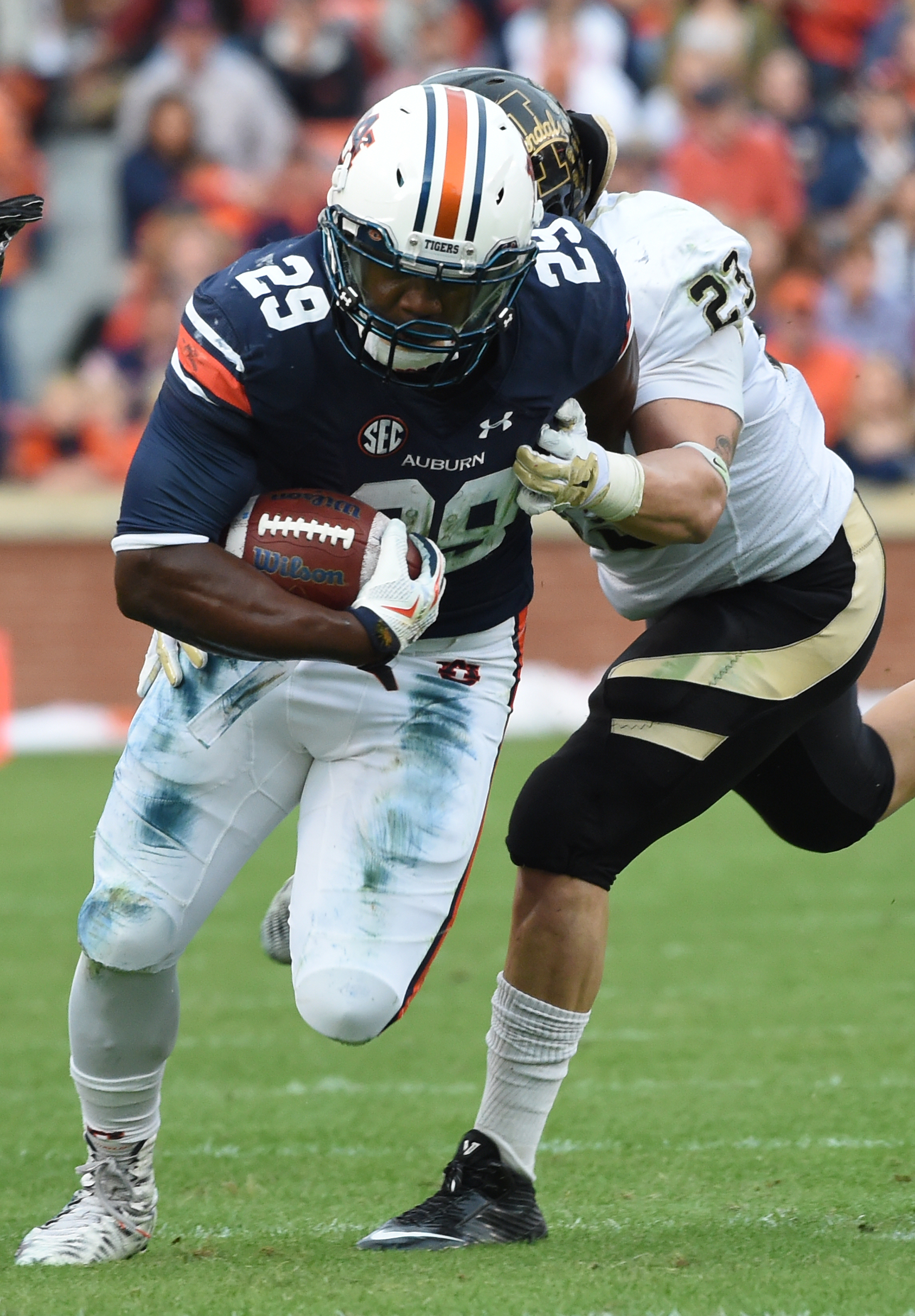 Auburn running back Jovon Robinson breaks away from Idaho linebacker Marc Millan during the first half of an NCAA football game, Saturday, Nov. 21, 2015, in Auburn, Ala. (AP Photo/Mark Almond)