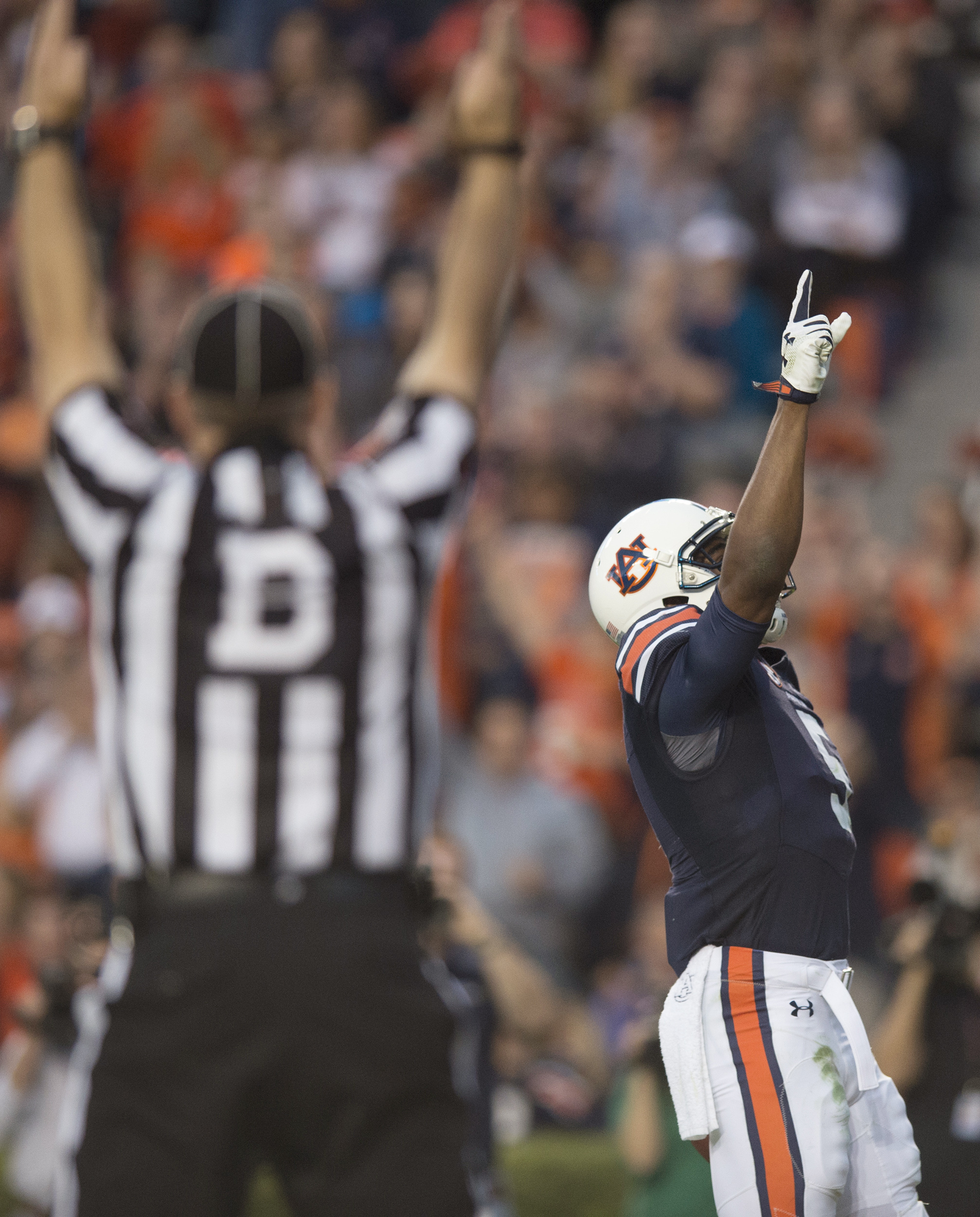 Auburn wide receiver Ricardo Louis (5) celebrates after catching a touchdown pass against Idaho during an NCAA college football game Saturday, Nov. 21, 2015, in Auburn, Ala. (Albert Cesare/The Daily Advertiser via AP)
