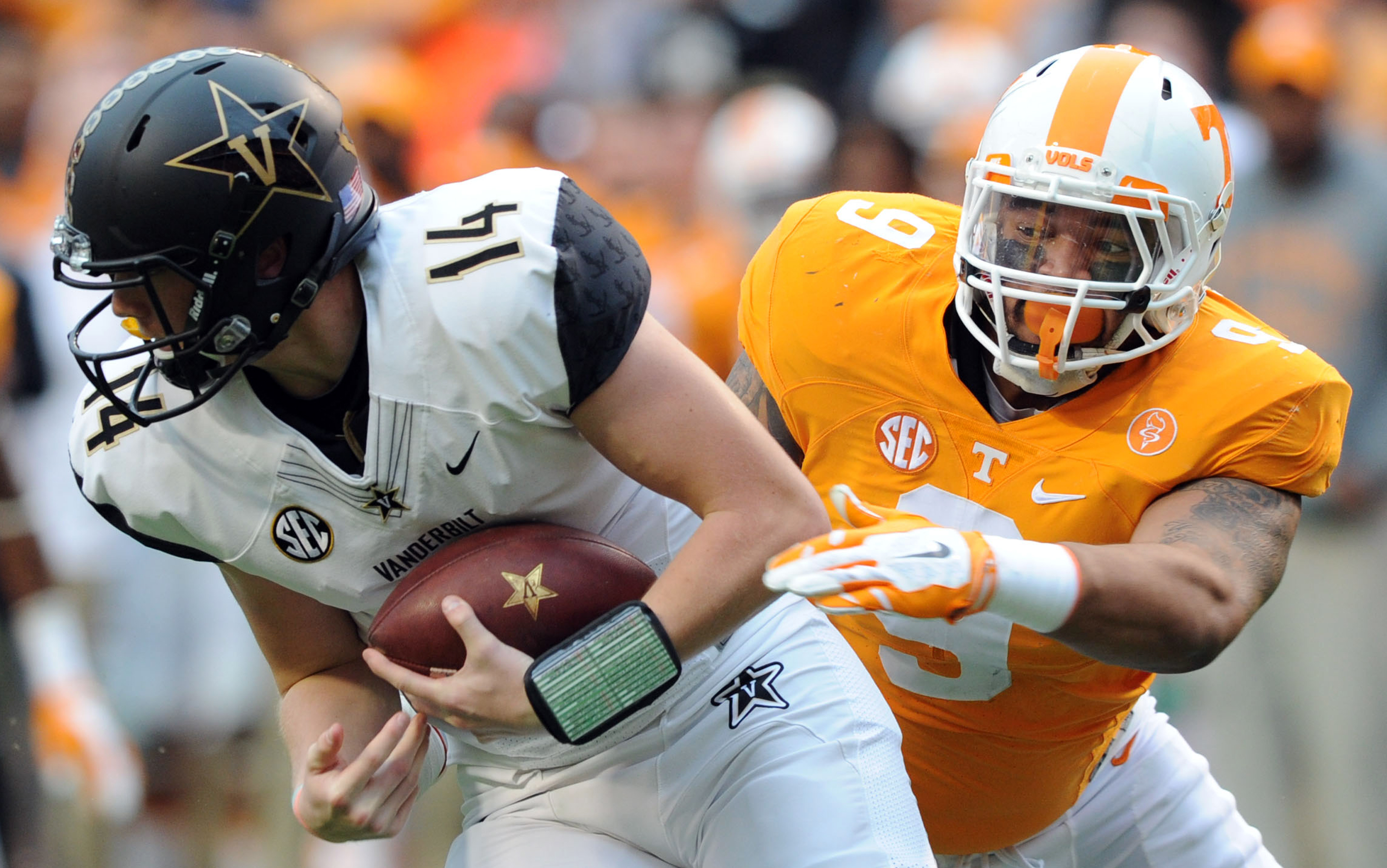 Tennessee defensive end Derek Barnett (9) chases down Vanderbilt quarterback Kyle Shurmur (14) during the first half of an NCAA college football game in Knoxville, Tenn., Saturday, Nov. 28, 2015. (Michael Patrick/Knoxville News Sentinel via AP) MANDATORY