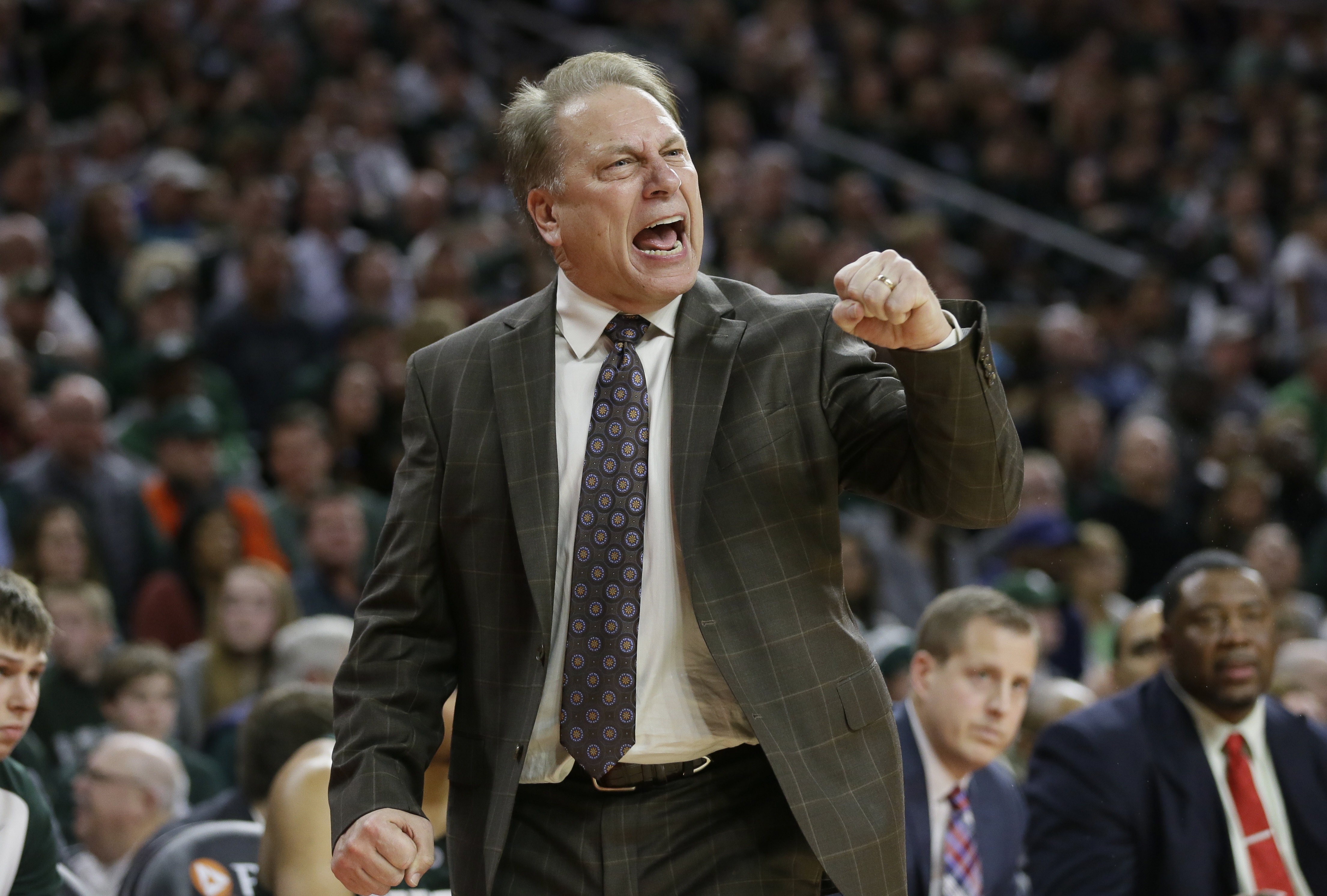 Michigan State coach Tom Izzo pumps his fist during the second half of his team's NCAA college basketball game against Oakland, Tuesday, Dec. 22, 2015, in Auburn Hills, Mich. (AP Photo/Carlos Osorio)