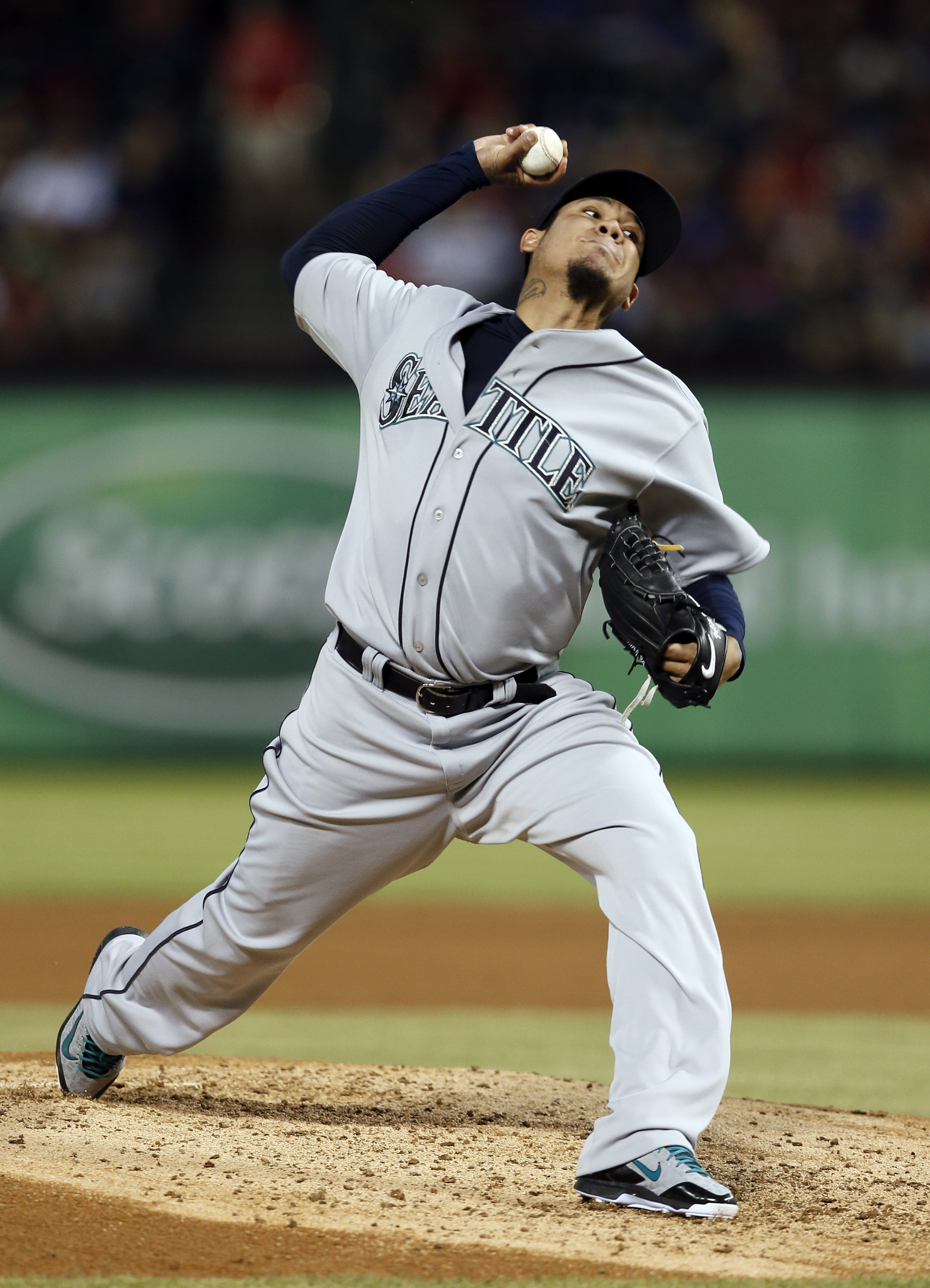 Seattle Mariners starting pitcher Felix Hernandez throws against the Texas Rangers in the fourth inning of a baseball game Wednesday, April 29, 2015, in Arlington, Texas. (AP Photo/Tony Gutierrez)