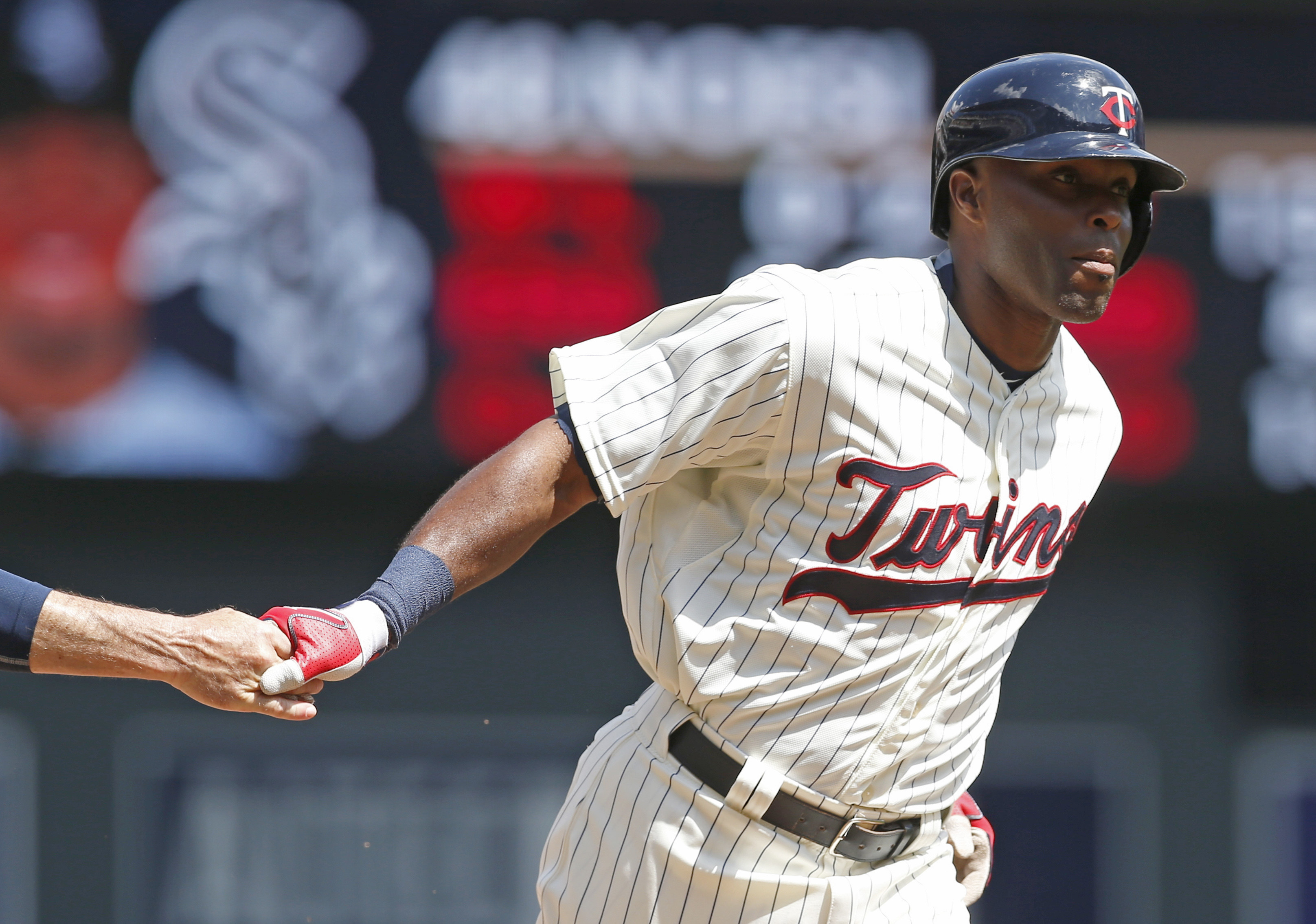 Minnesota Twins' Torii Hunter rounds third on after hitting a two-run home run off Chicago White Sox pitcher Hector Noesi  in the third inning of a baseball game, Saturday, May 2, 2015, in Minneapolis. (AP Photo/Jim Mone)