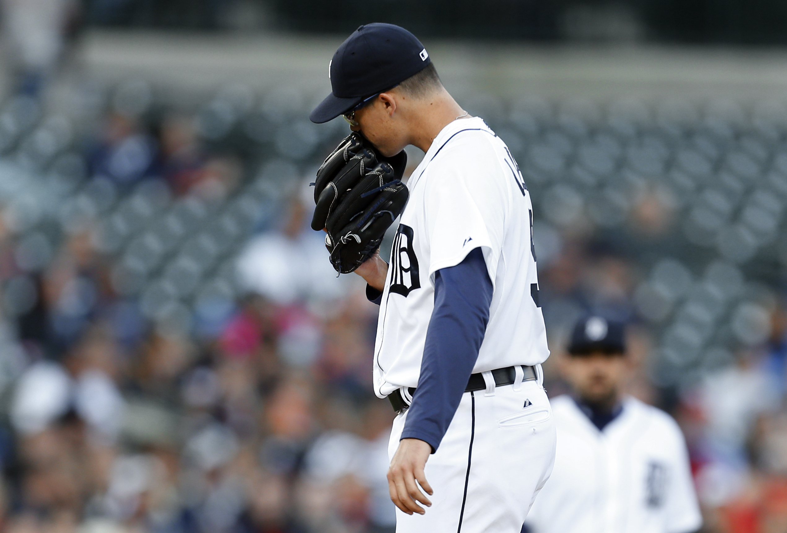 Detroit Tigers pitcher Kyle Lobstein reacts to seeing manager Brad Ausmus headed to the mound, during the third inning of a baseball game against the Minnesota Twins in Detroit on Wednesday, May 13, 2015. (AP Photo/Paul Sancya)