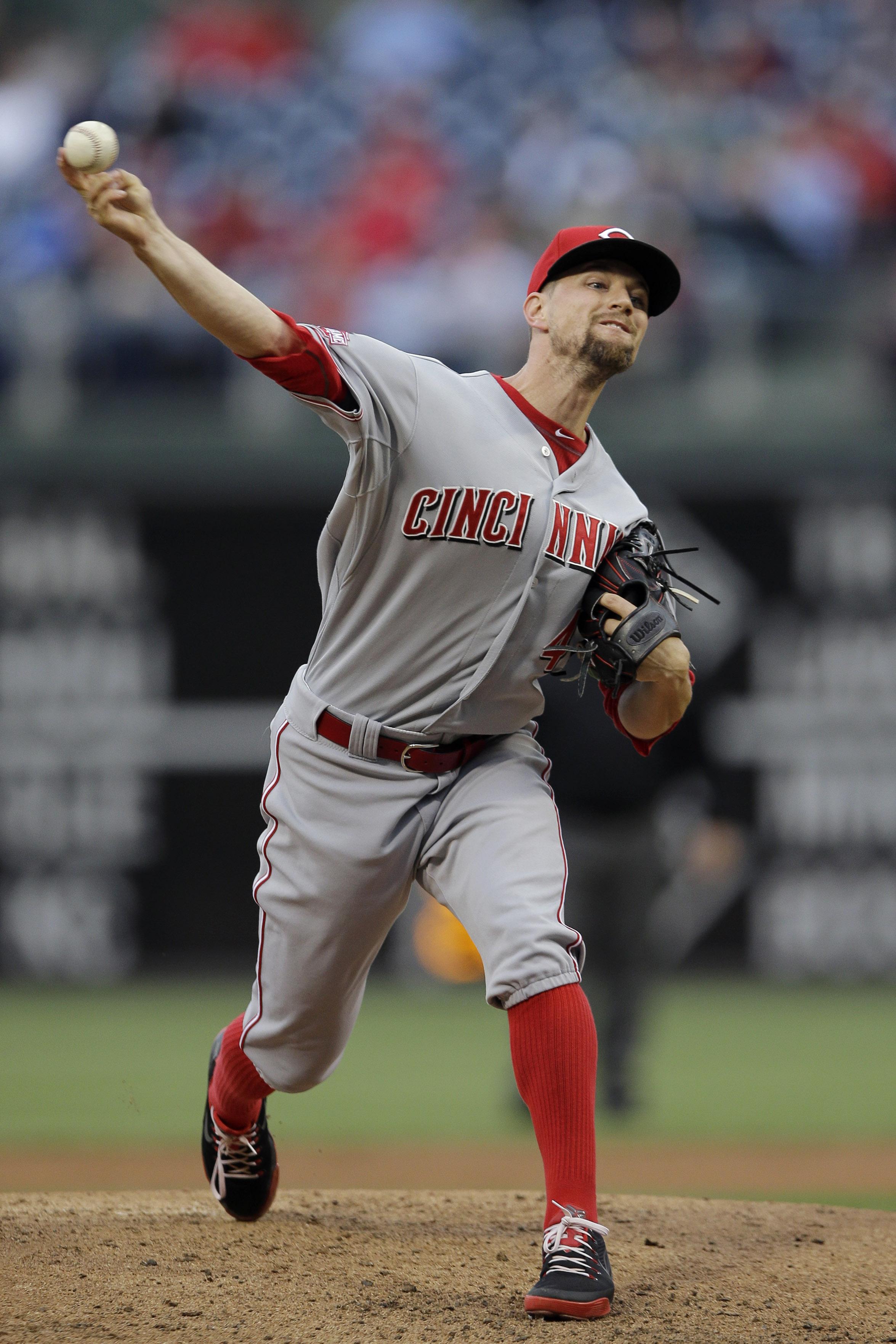 Cincinnati Reds' Mike Leake pitches during the third inning of a baseball game against the Philadelphia Phillies, Wednesday, June 3, 2015, in Philadelphia. (AP Photo/Matt Slocum)