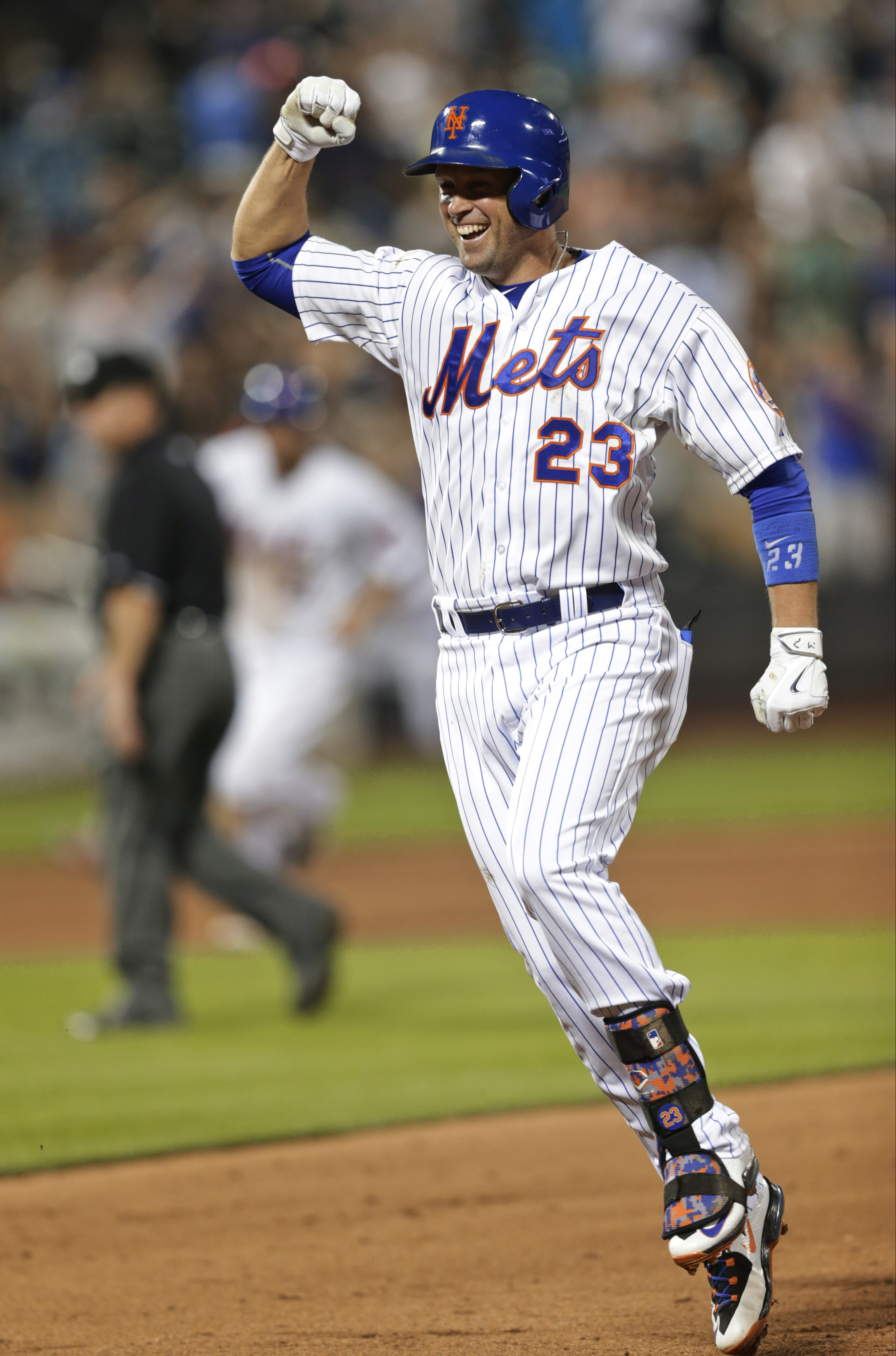 New York Mets' Michael Cuddyer celebrates after hitting a walk-off single against the San Francisco Giants in a baseball game Thursday, June 11, 2015, in New York. The Mets won 5-4. (AP Photo/Frank Franklin II)