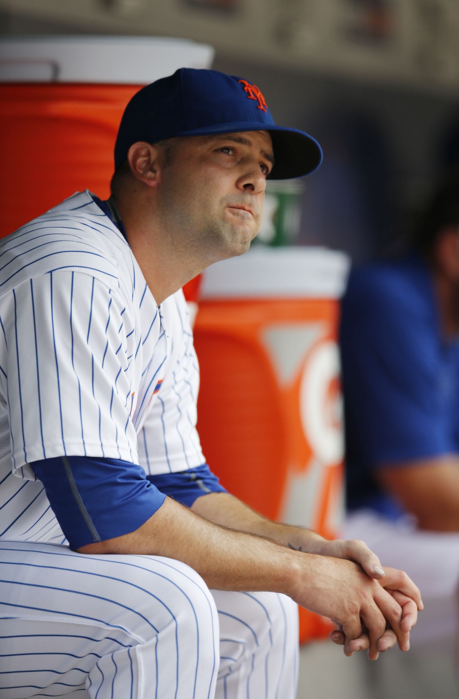 New York Mets starting pitcher Dillon Gee sits in the dugout after New York Mets manager Terry Collins (10) removed him from the game in the fourth inning of a baseball game against the Atlanta Braves in New York, Sunday, June 14, 2015. (AP Photo/Kathy Wi