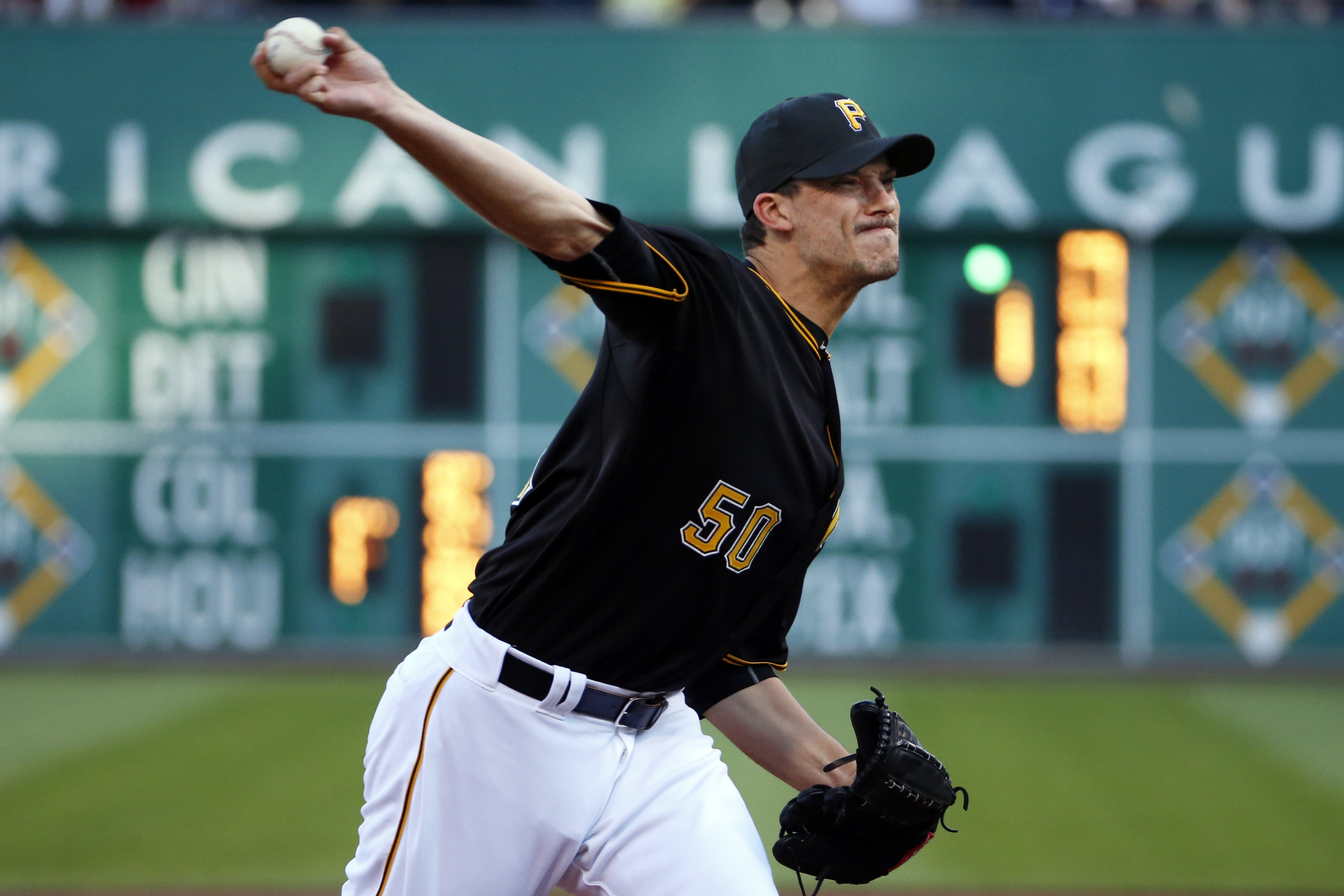 Pittsburgh Pirates starting pitcher Charlie Morton delivers during the first inning of a baseball game against the Chicago White Sox in Pittsburgh, Tuesday, June 16, 2015. (AP Photo/Gene J. Puskar)