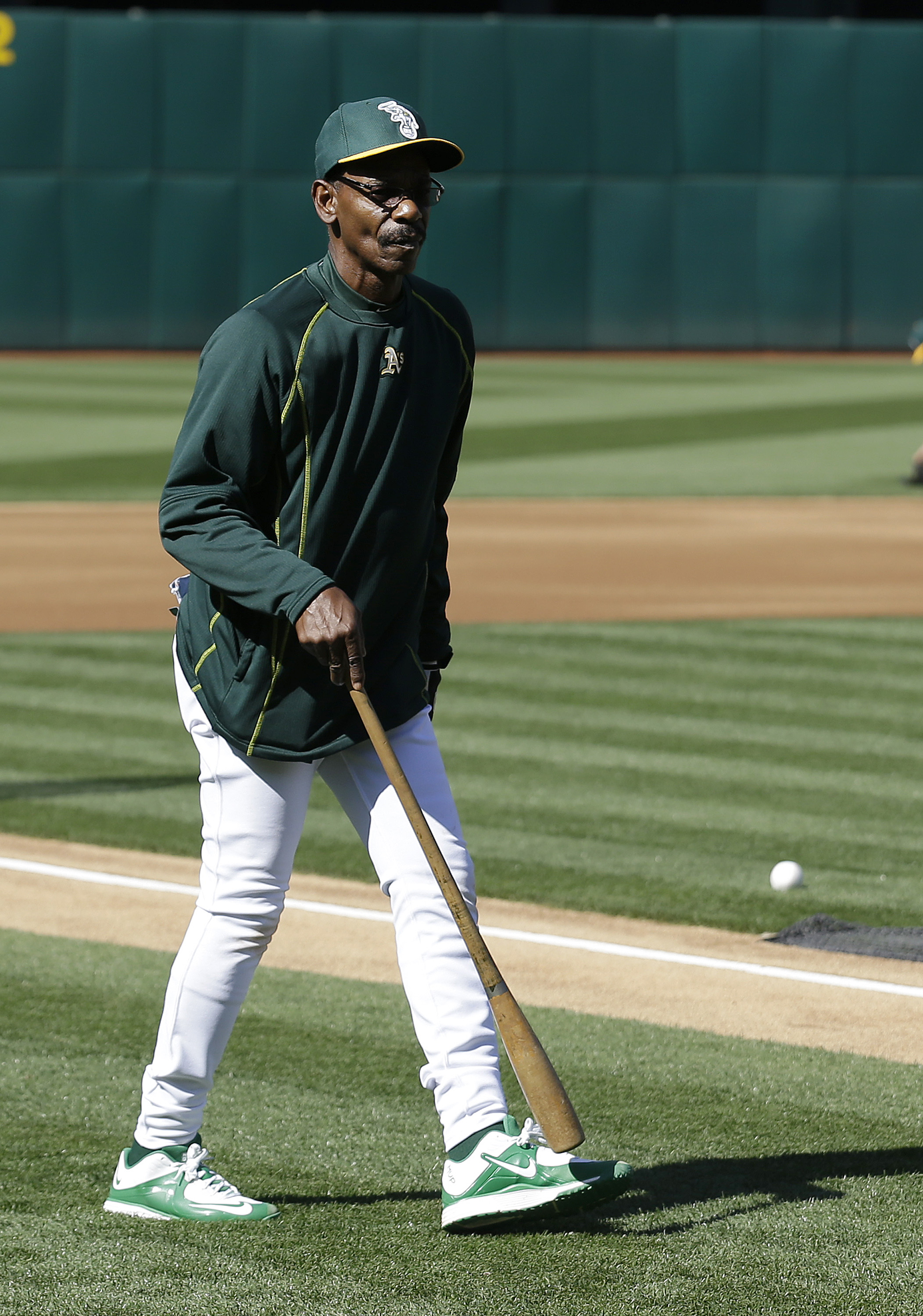 Oakland Athletics coach Ron Washington during drills before a baseball game against the Detroit Tigers in Oakland, Calif., Tuesday, May 26, 2015. (AP Photo/Jeff Chiu)