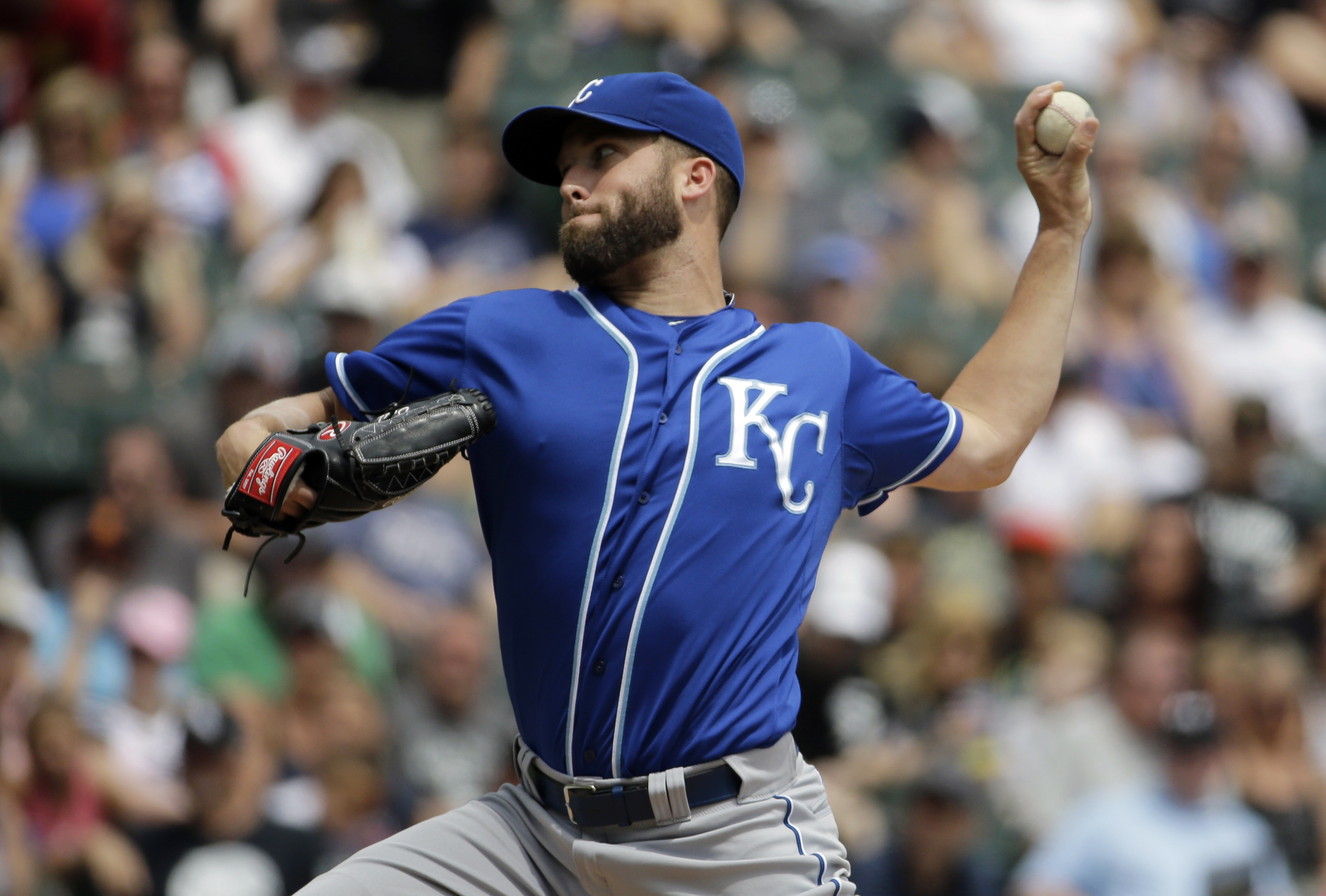 Kansas City Royals starter Danny Duffy throws against the Chicago White Sox during the first inning of a baseball game Sunday, July 19, 2015, in Chicago. (AP Photo/Nam Y. Huh)