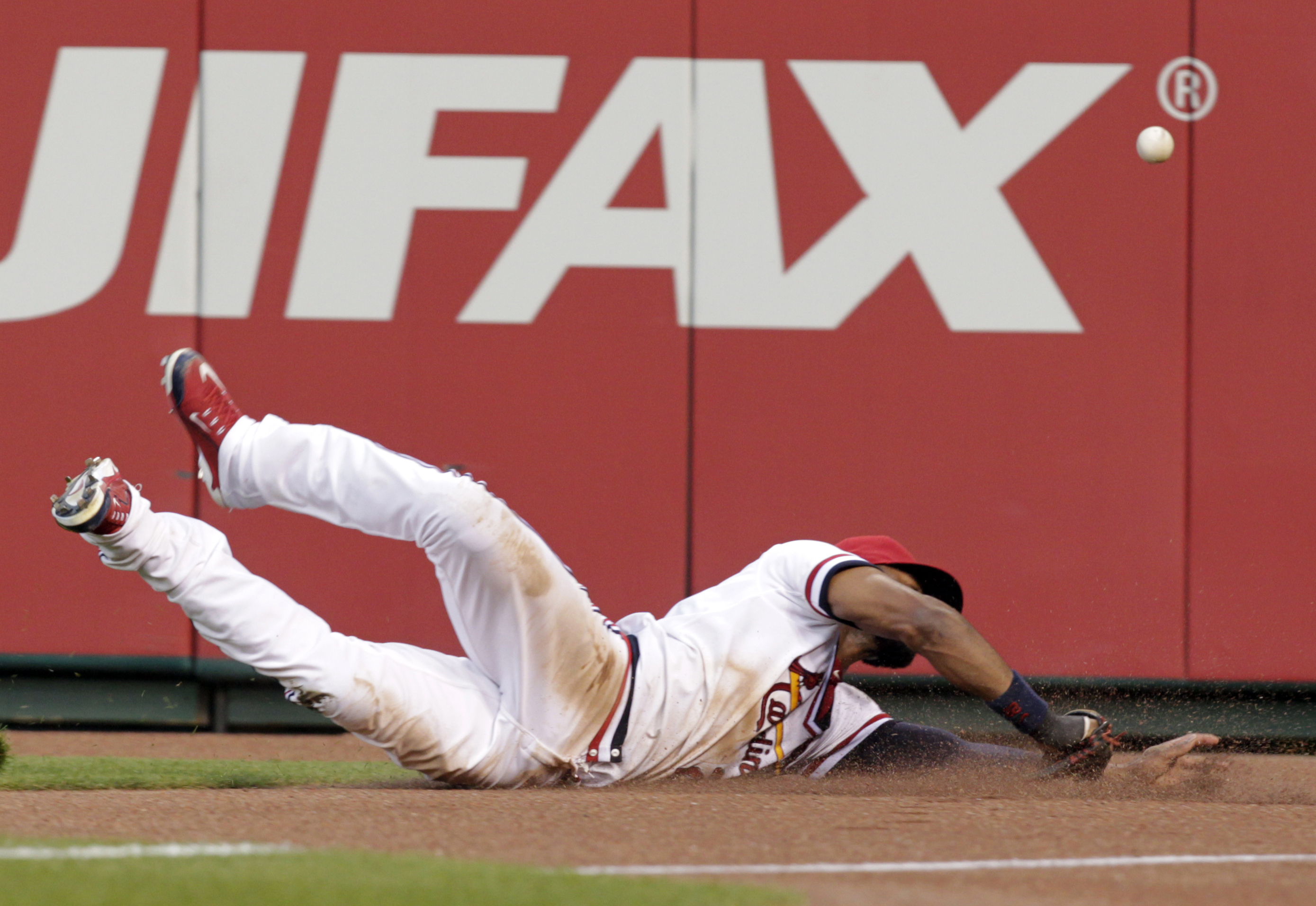 St. Louis Cardinals right fielder Jason Heyward (22) dives for but cannot catch a ball hit by Kansas City Royals' Salvador Perez in the sixth inning of a baseball game, Thursday, July 23, 2015, in St. Louis. (AP Photo/Tom Gannam)