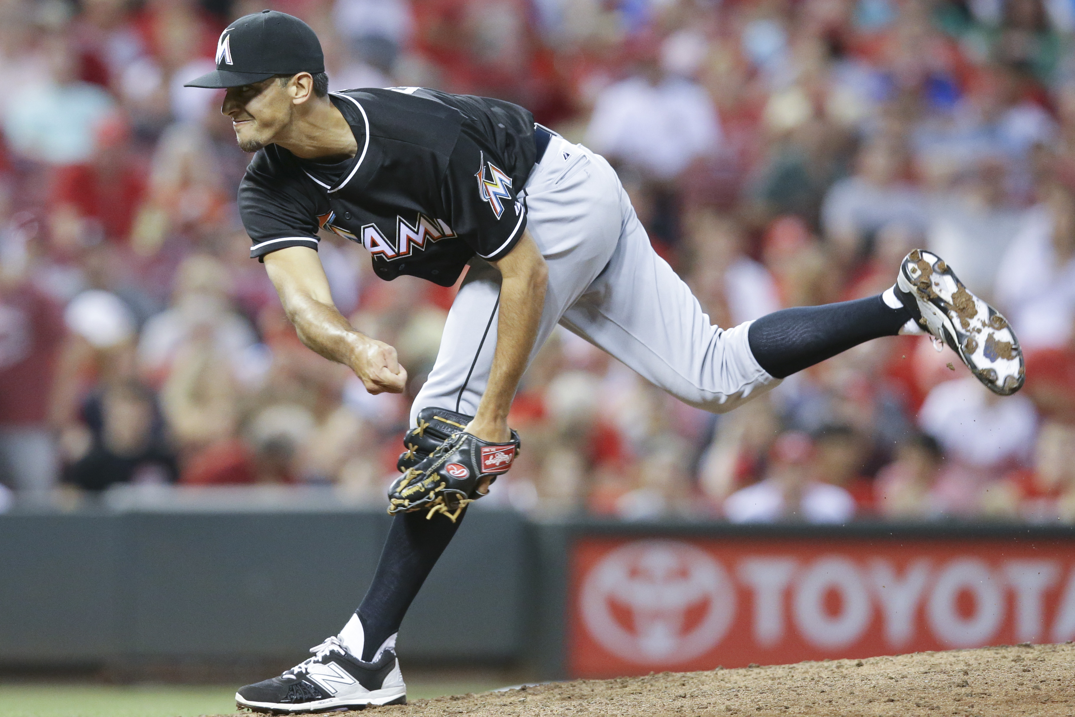 Miami Marlins' Steve Cishek throws in the seventh inning of a baseball game against the Cincinnati Reds, Friday, June 19, 2015, in Cincinnati. The Reds won 5-0. (AP Photo/John Minchillo)