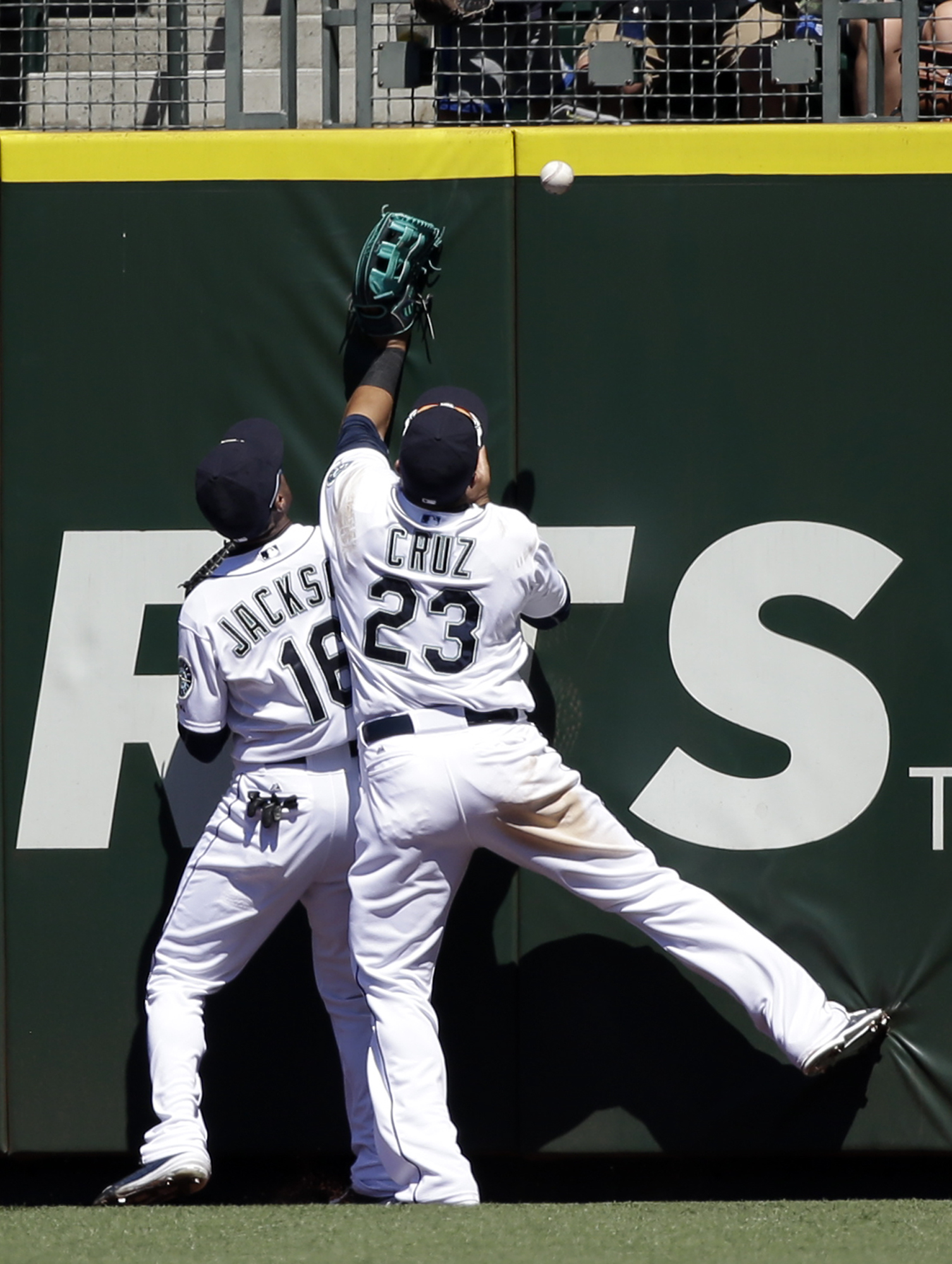 Seattle Mariners outfielders Austin Jackson (16) and Nelson Cruz collide as they chase a two-run triple from Arizona Diamondbacks' David Peralta in the seventh inning of a baseball game Wednesday, July 29, 2015, in Seattle. (AP Photo/Elaine Thompson)