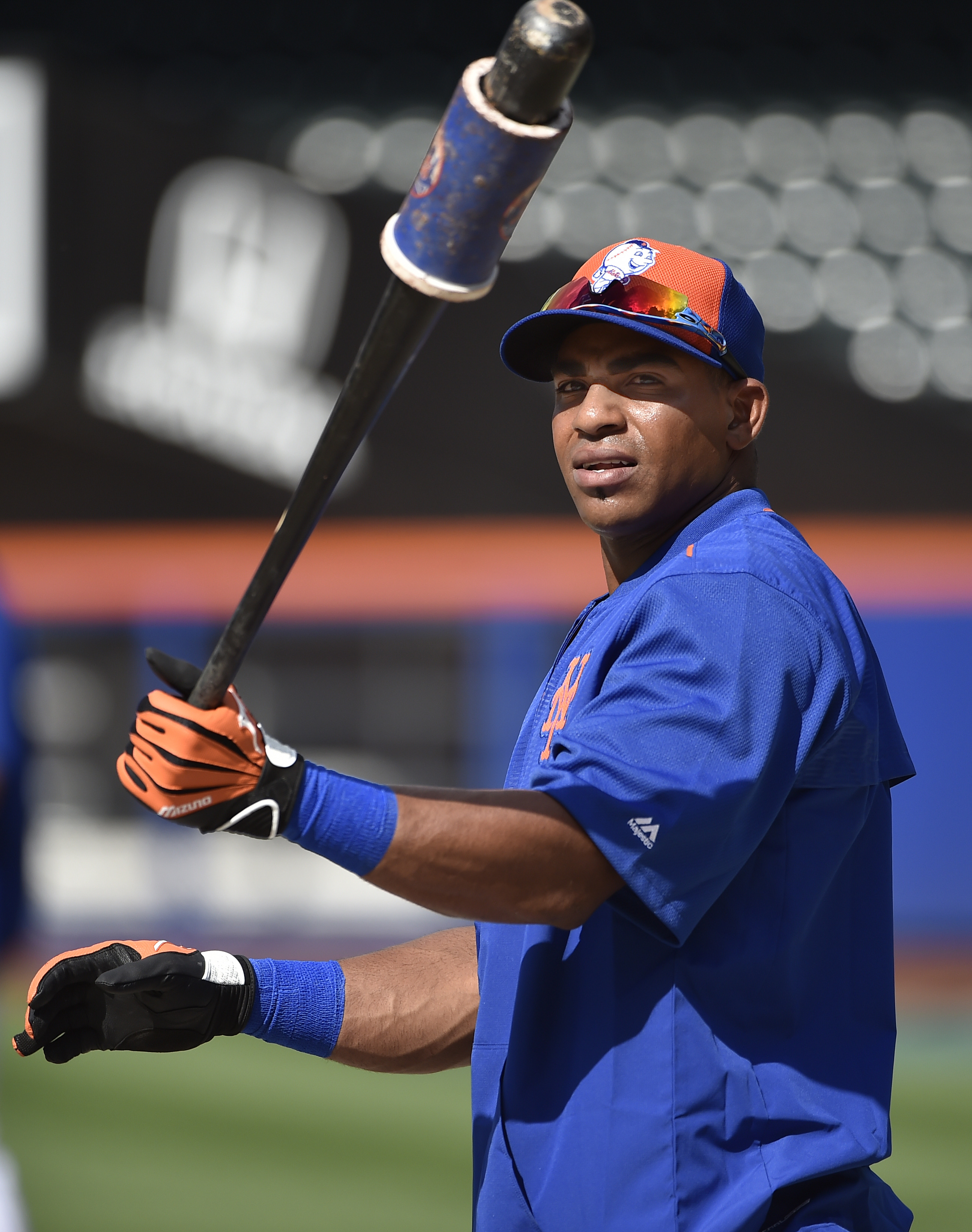 Newly acquired Yoenis Cespedes loosens up before taking batting practice before the baseball game against the Washington Nationals at Citi Field on Saturday, Aug. 1, 2015, in New York. (AP Photo/Kathy Kmonicek)