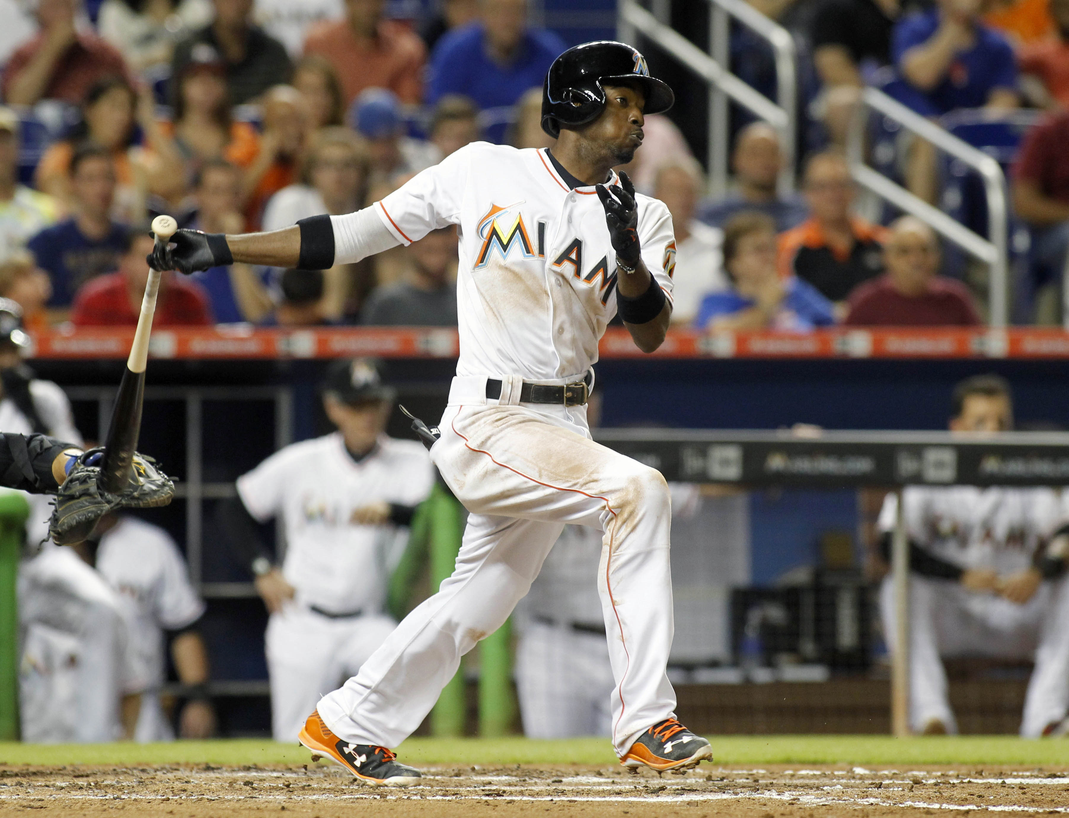 Miami Marlins' Dee Gordon hits an RBI single in the third inning of play against the New York Mets during a baseball game in Miami, Tuesday Aug. 4, 2015. (AP Photo/Joe Skipper)