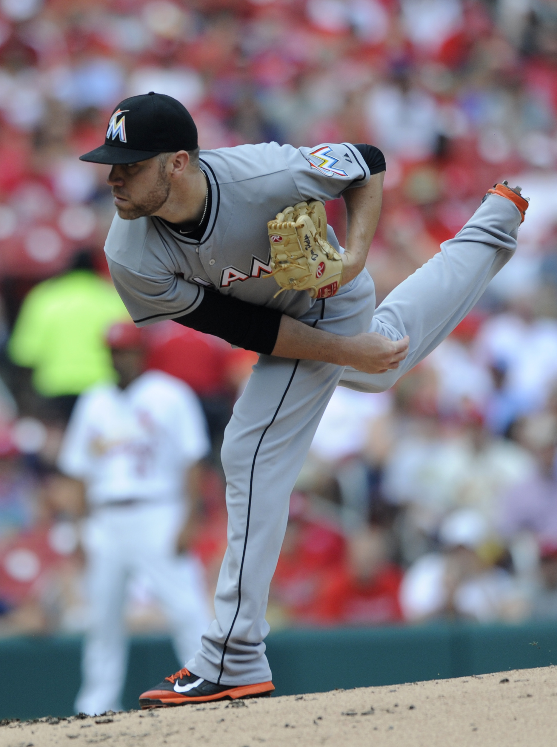 Miami Marlins' starting pitcher David Phelps (41) throws against the St. Louis Cardinals in the first inning of a baseball game, Sunday, Aug. 16, 2015, at Busch Stadium in St. Louis. (AP Photo/Bill Boyce)