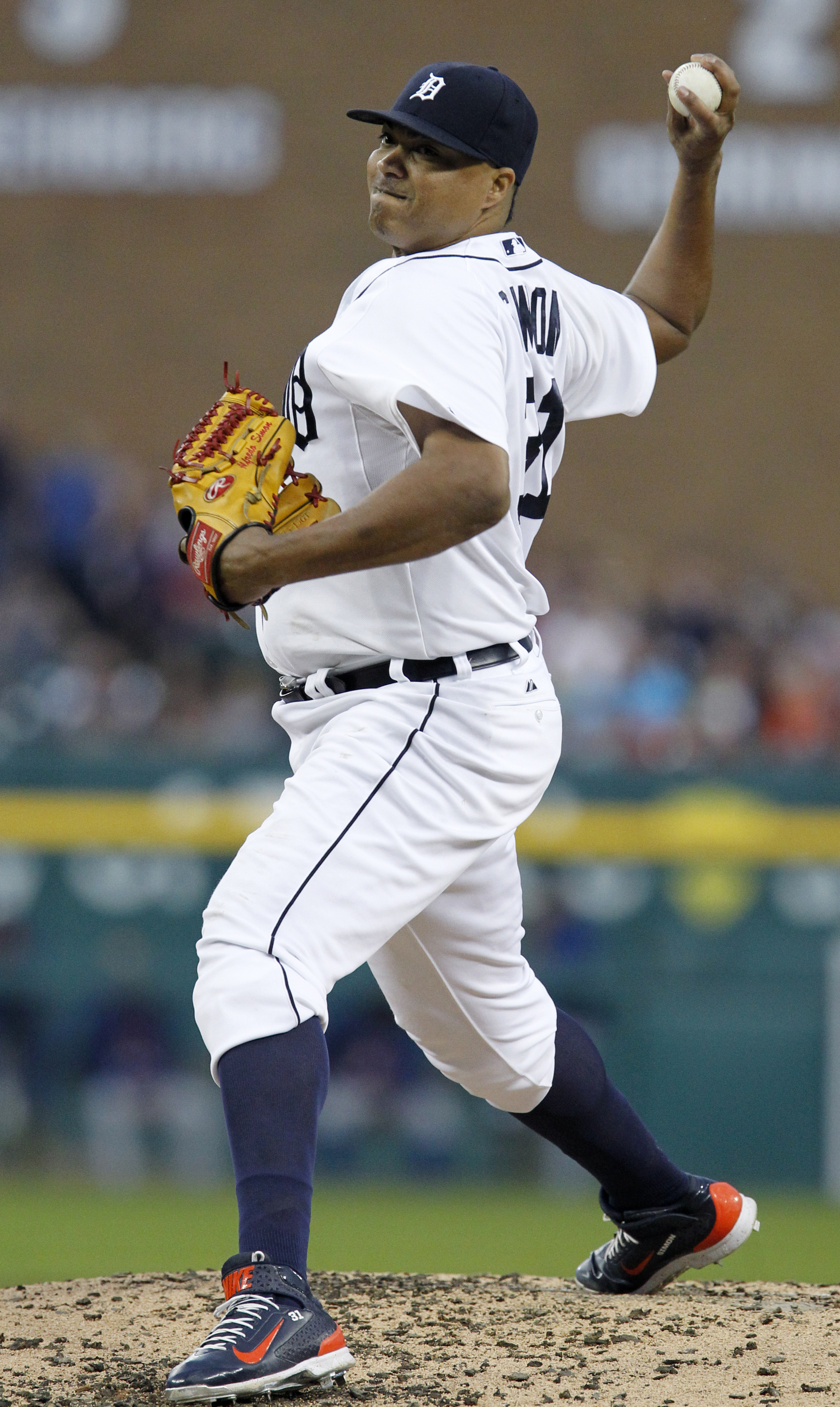 Detroit Tigers pitcher Alfredo Simon delivers against the Texas Rangers during the second inning of a baseball game at Comerica Park, Thursday, Aug. 20, 2015, in Detroit. (AP Photo/Duane Burleson)