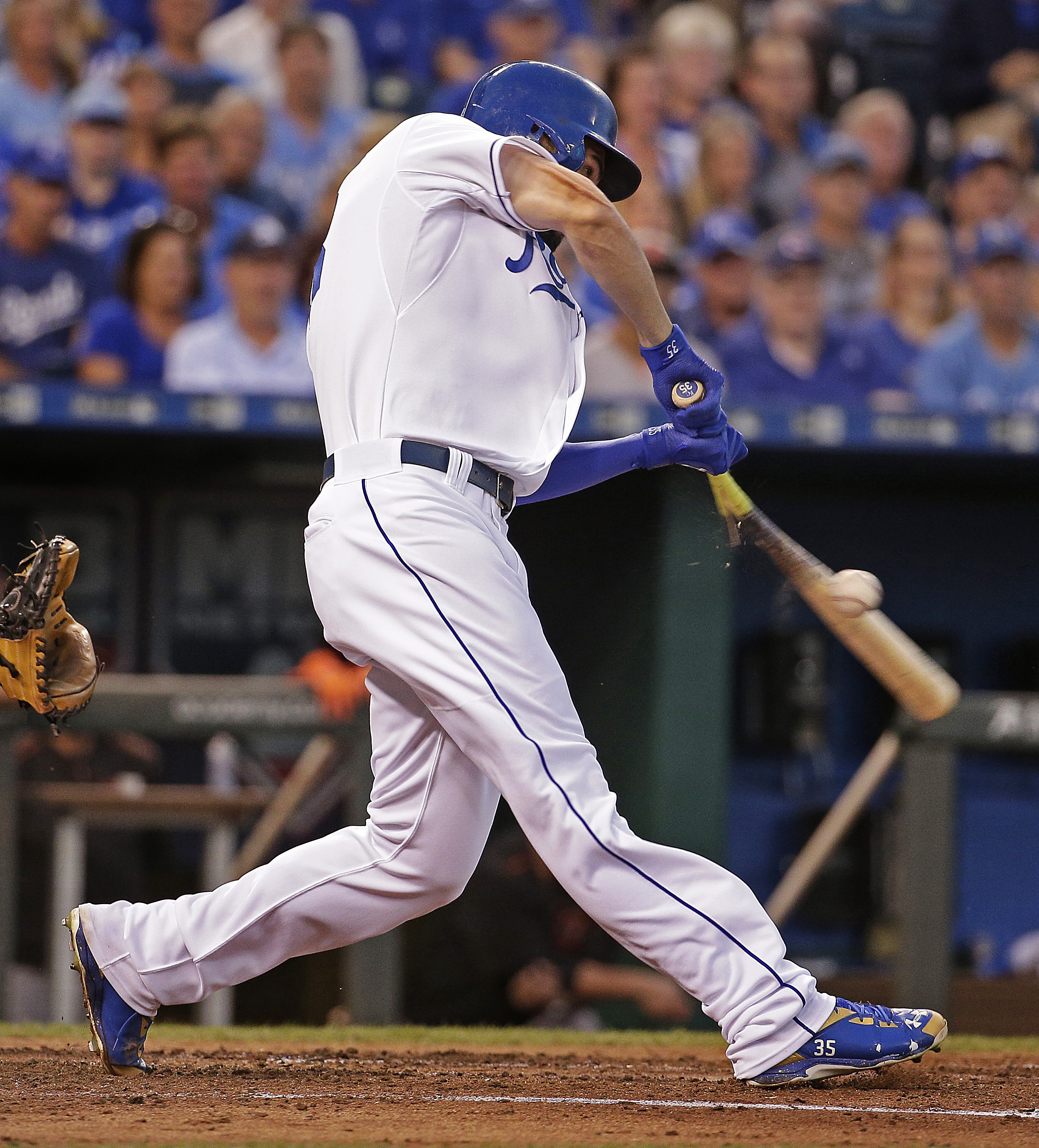 Kansas City Royals' Eric Hosmer breaks his bat as he hits into a fielders choice to score Ben Zobrist during the third inning of a baseball game against the Baltimore Orioles Monday, Aug. 24, 2015, in Kansas City, Mo. (AP Photo/Charlie Riedel)