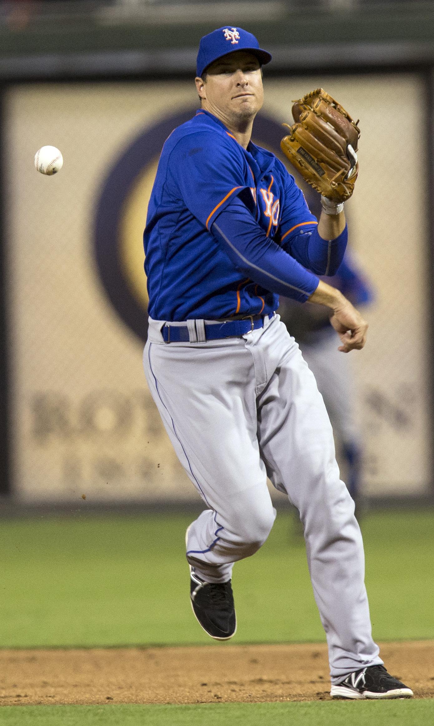 New York Mets second baseman Kelly Johnson bobbles the ball on a base hit by Philadelphia Phillies' Odubel Herrera in the third inning of a baseball game, Tuesday, Aug. 25, 2015, in Philadelphia. (AP Photo/Laurence Kesterson)