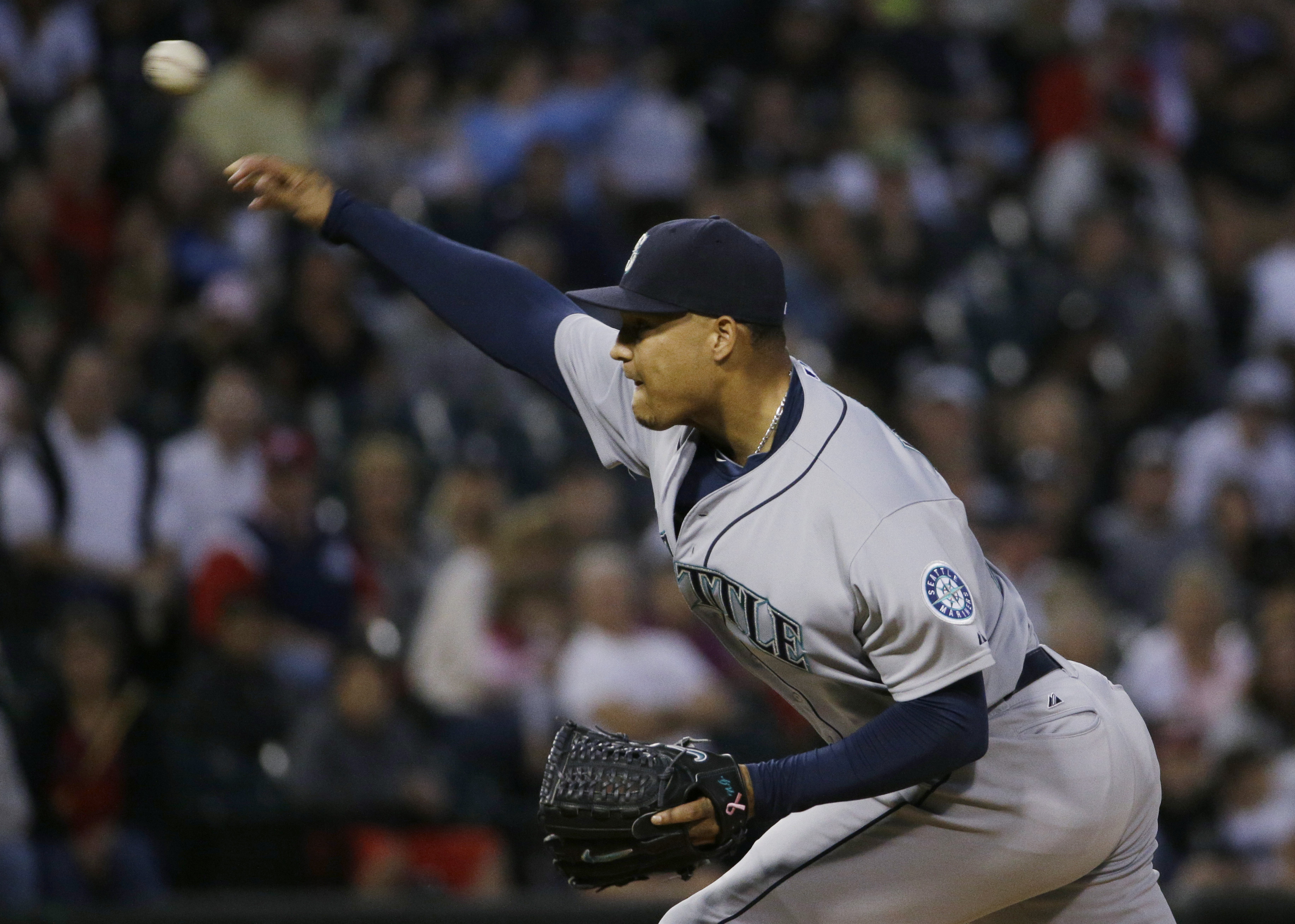 Seattle Mariners starter Taijuan Walker throws against the Chicago White Sox during the first inning of a baseball game Friday, Aug. 28, 2015, in Chicago. (AP Photo/Nam Y. Huh)